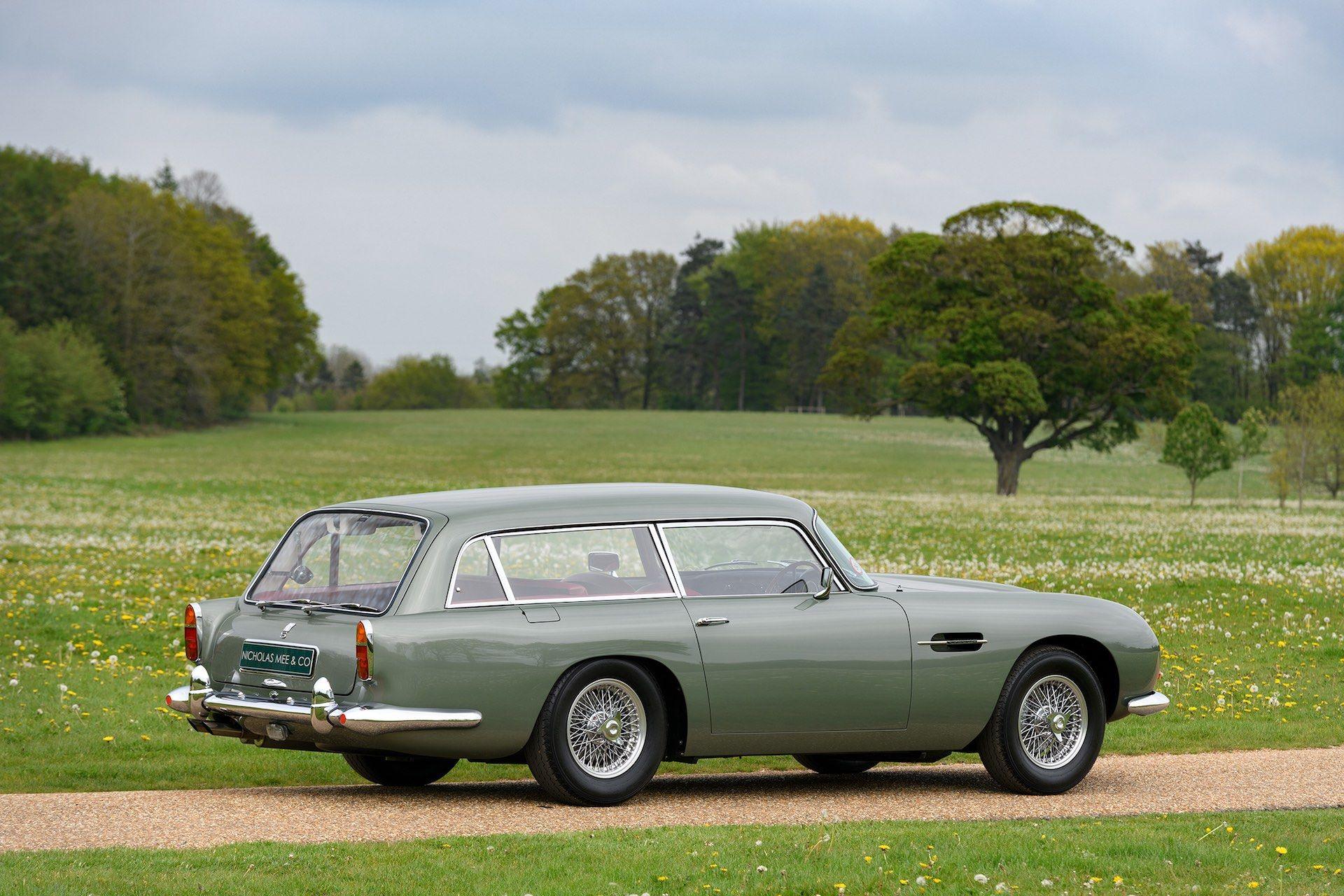 Three-Aston-Martin-DB5-11