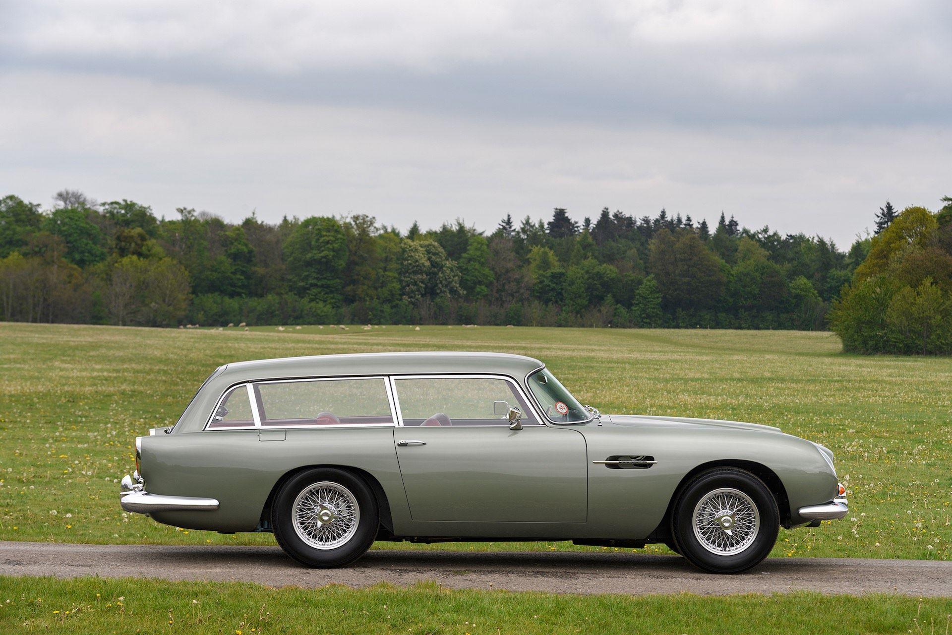 Three-Aston-Martin-DB5-12