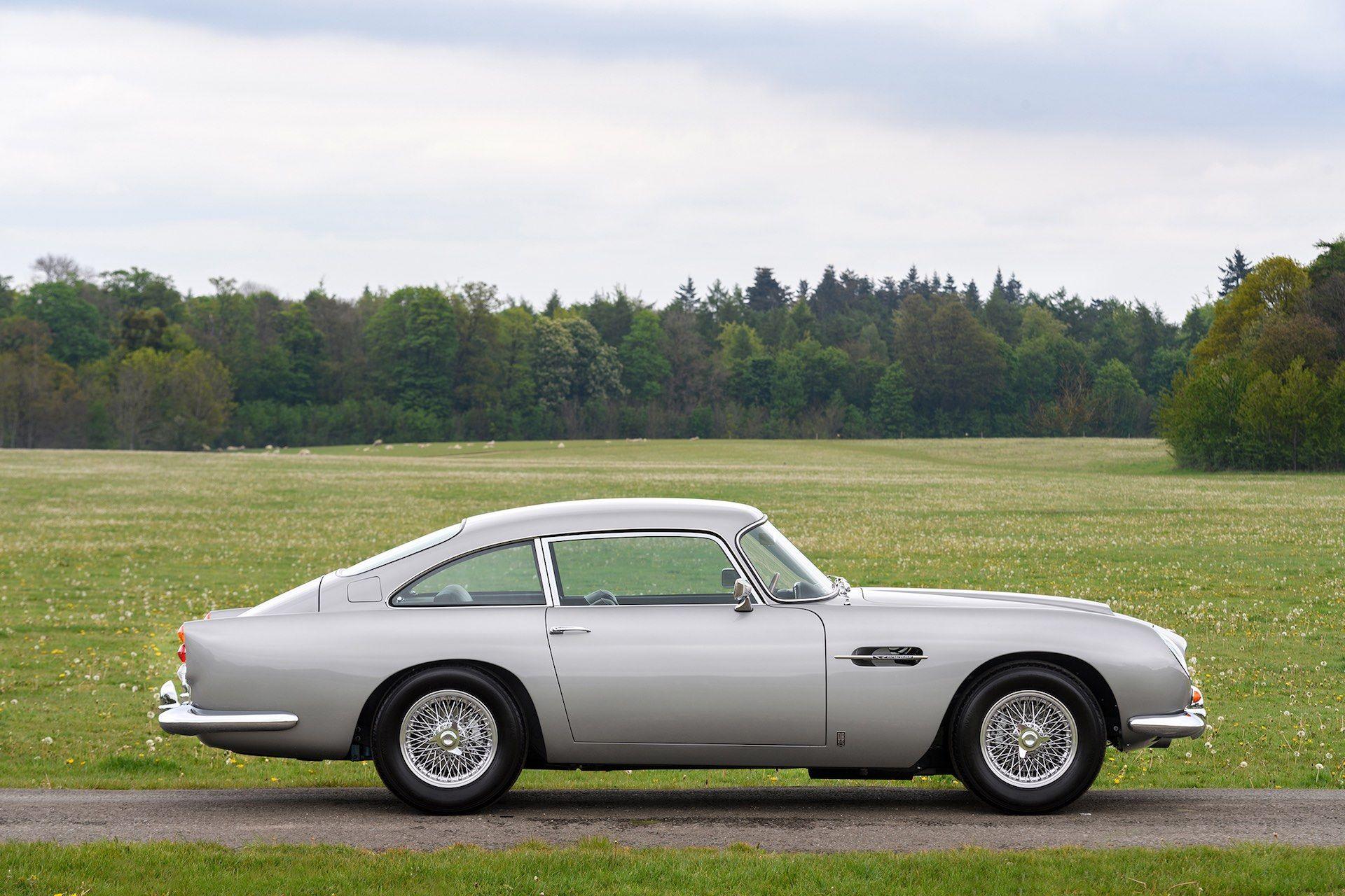 Three-Aston-Martin-DB5-13