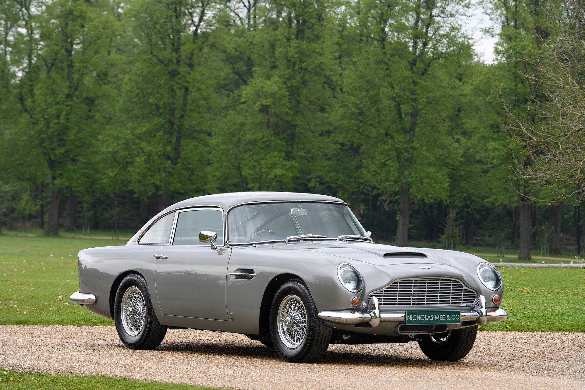 Three-Aston-Martin-DB5-16