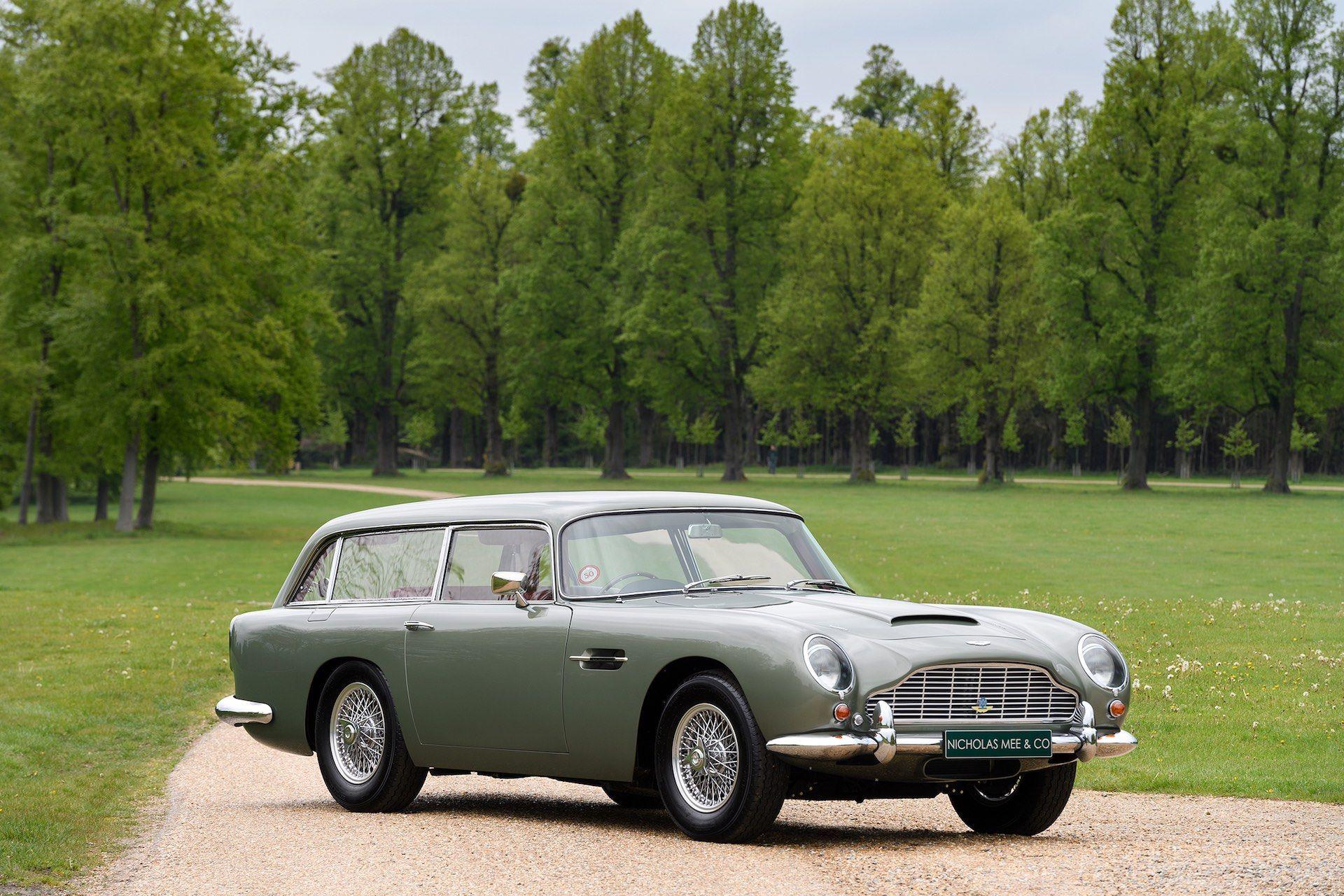 Three-Aston-Martin-DB5-17
