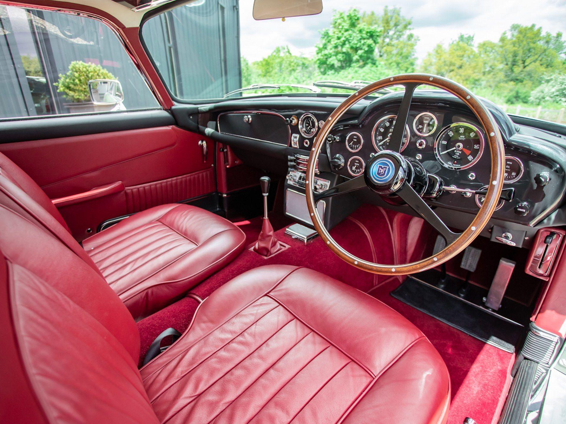 Three-Aston-Martin-DB5-18