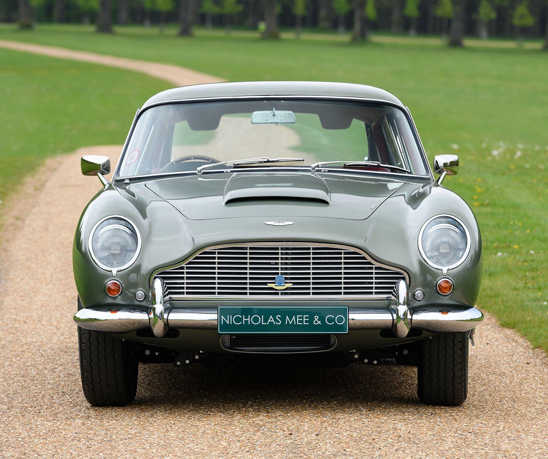 Three-Aston-Martin-DB5-7