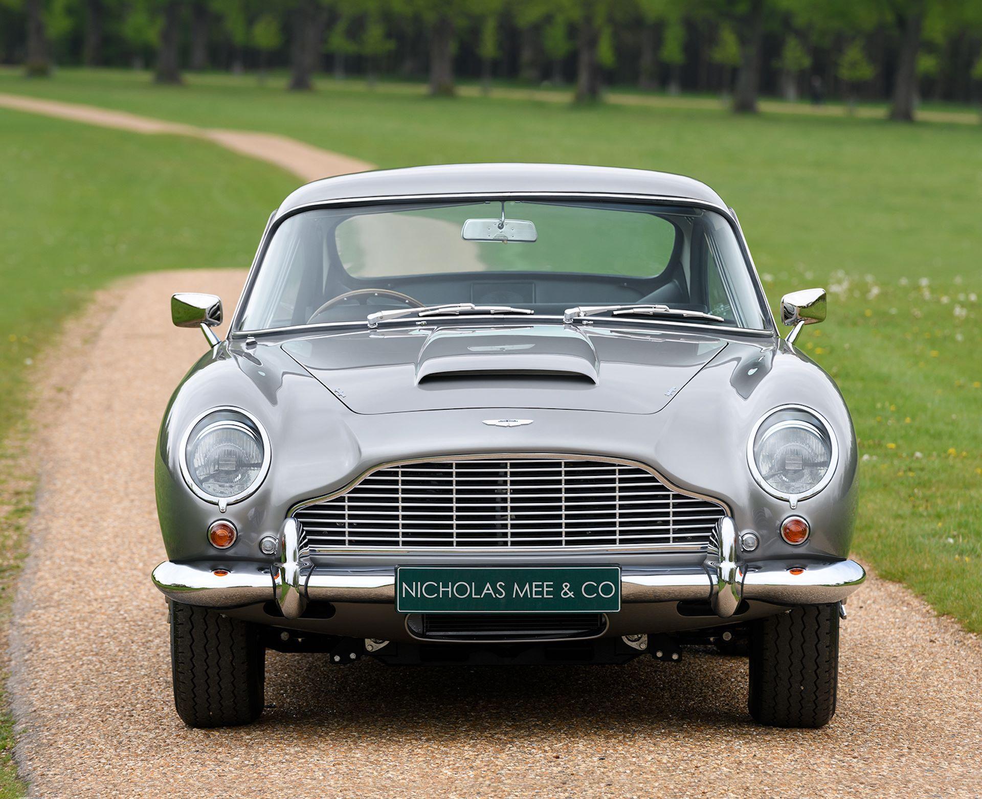 Three-Aston-Martin-DB5-8