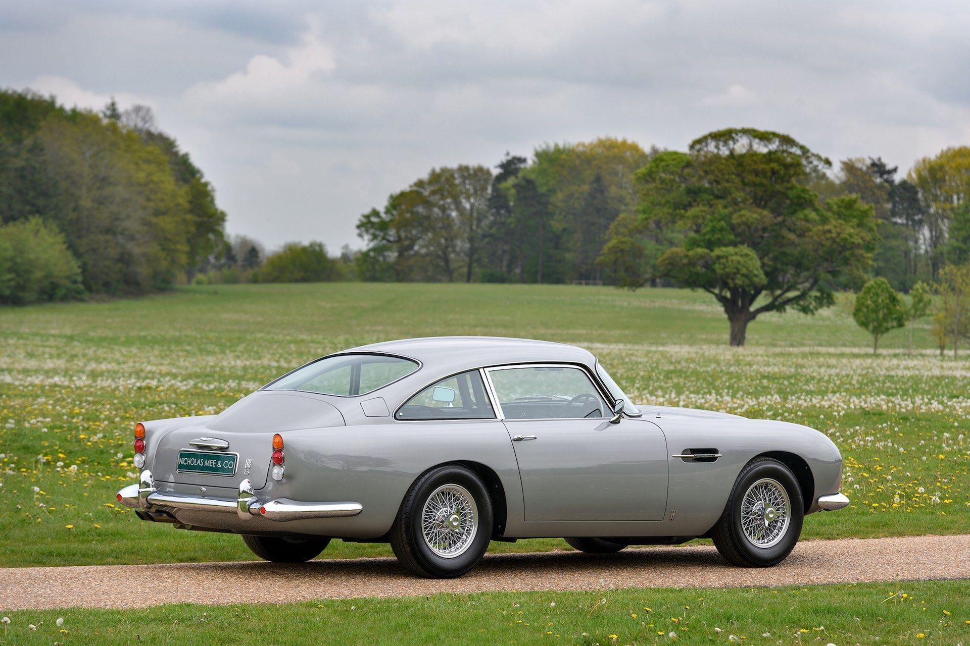 Three-Aston-Martin-DB5-9