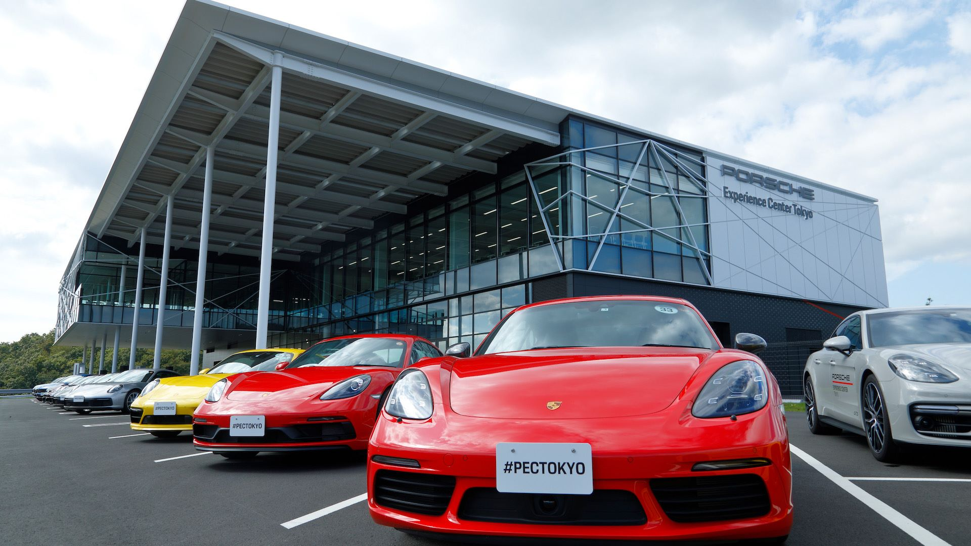 Tokyo-Porsche-Experience-Center-3