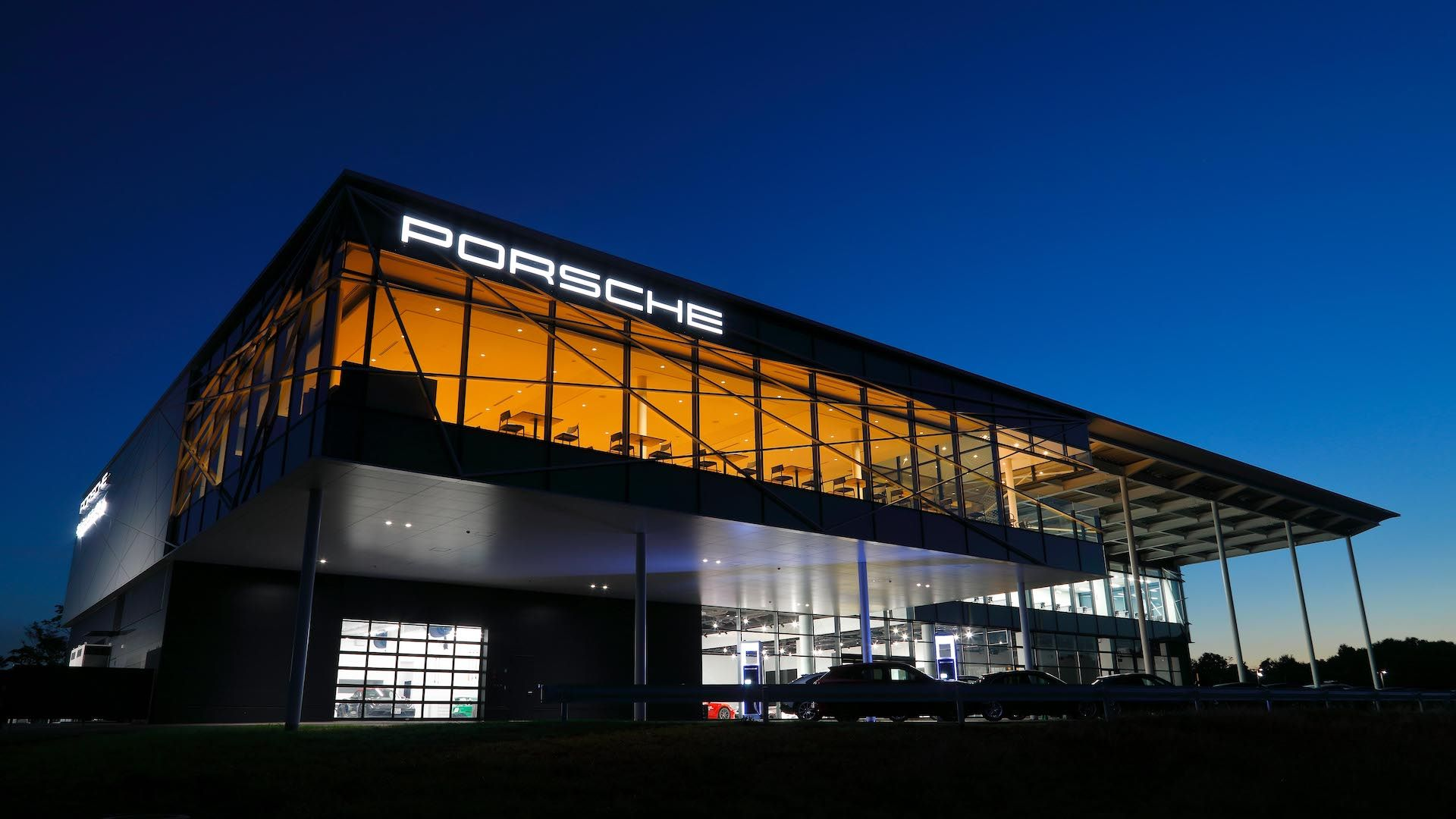 Tokyo-Porsche-Experience-Center-5