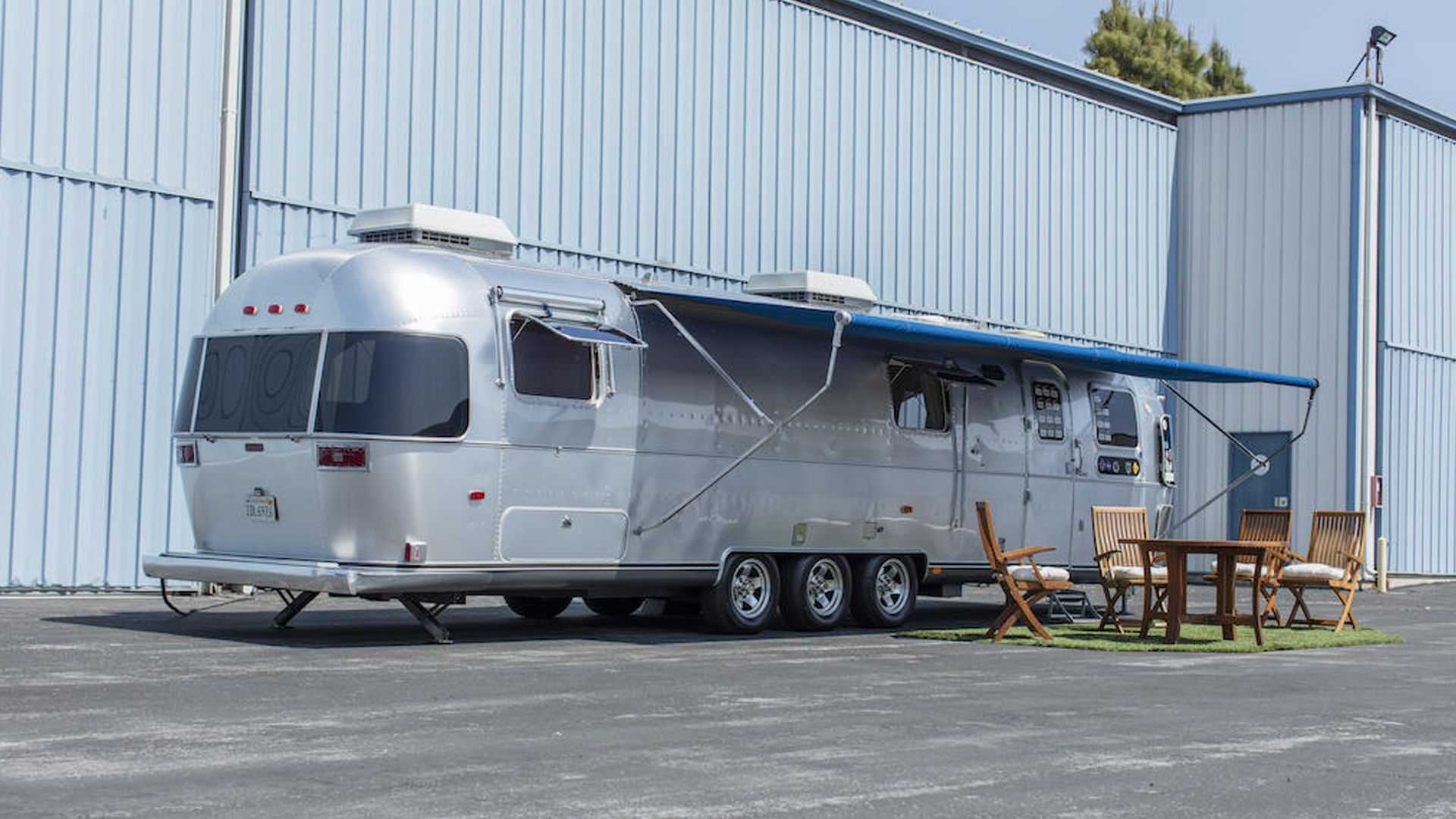 Tom-Hanks-Airstream-trailer-for-sale-1