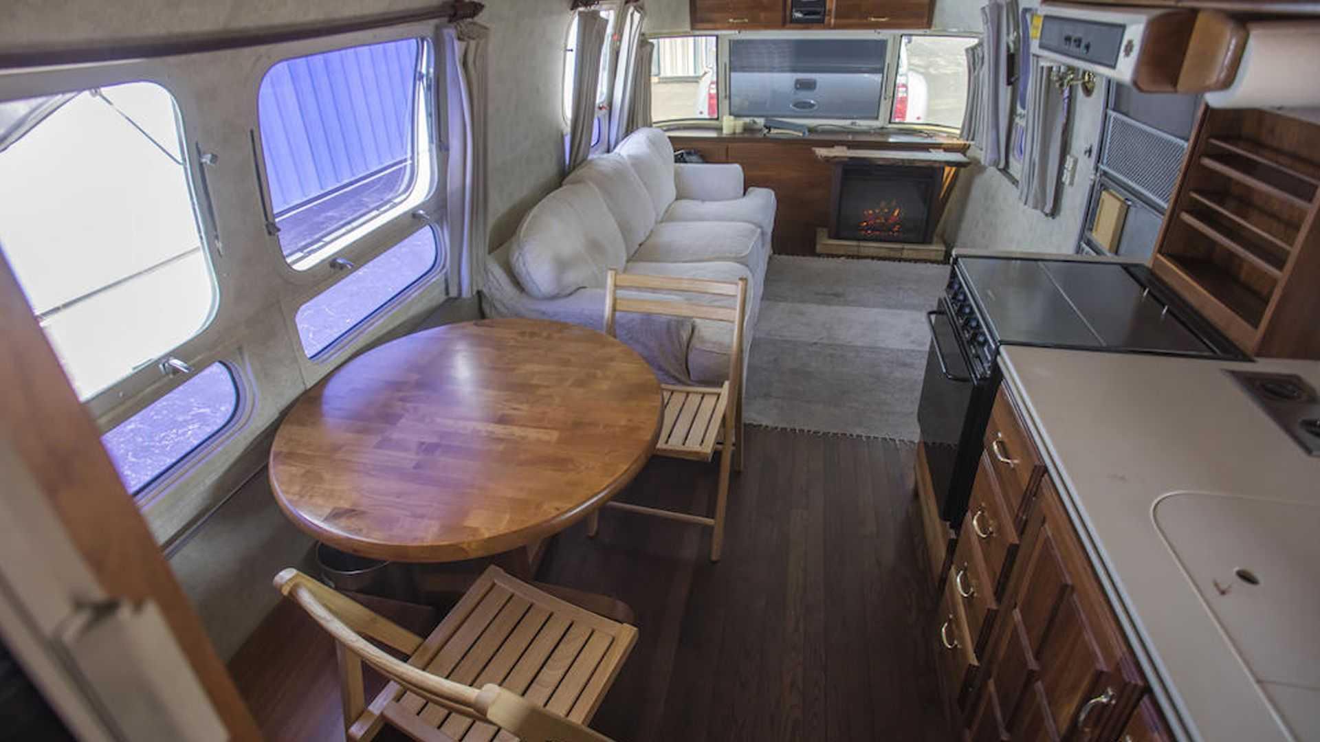 Tom-Hanks-Airstream-trailer-for-sale-12
