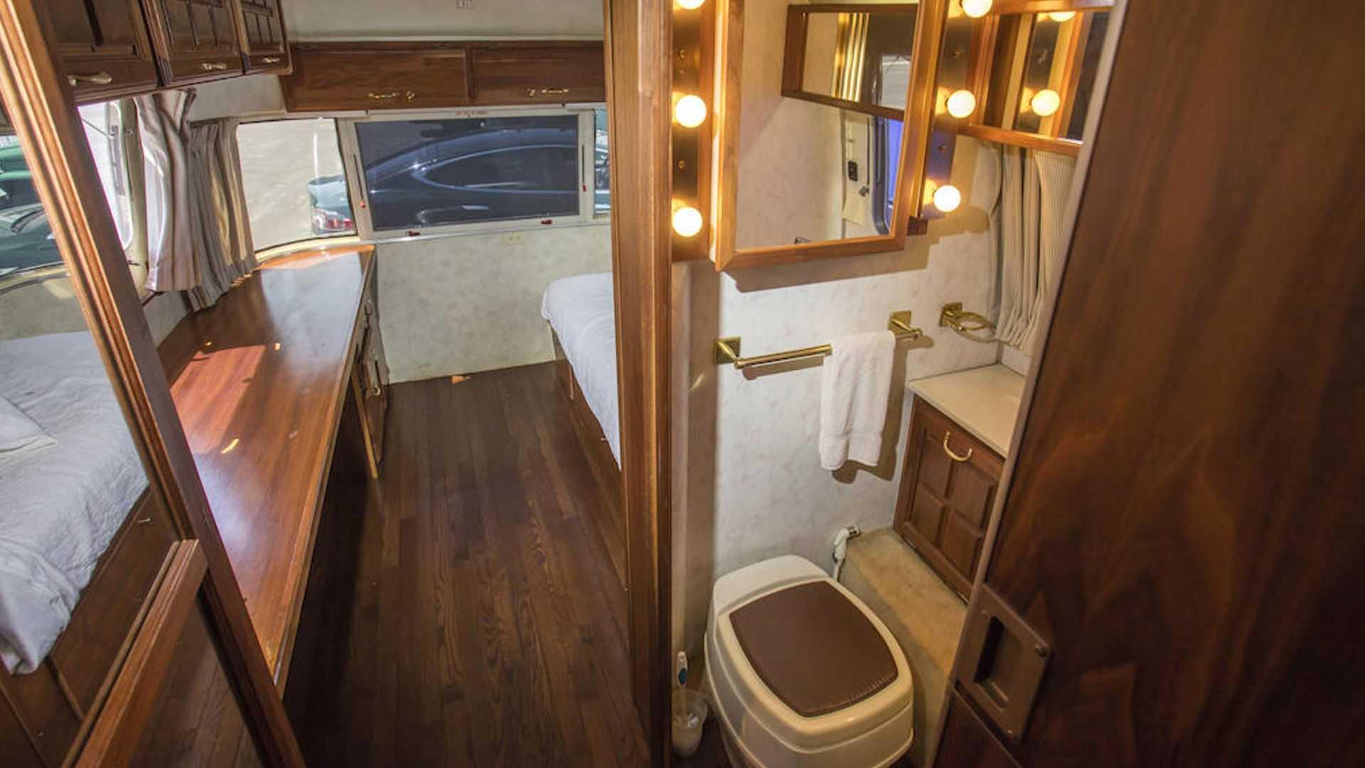 Tom-Hanks-Airstream-trailer-for-sale-13