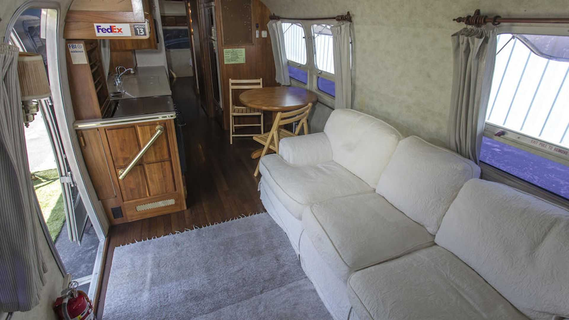 Tom-Hanks-Airstream-trailer-for-sale-16
