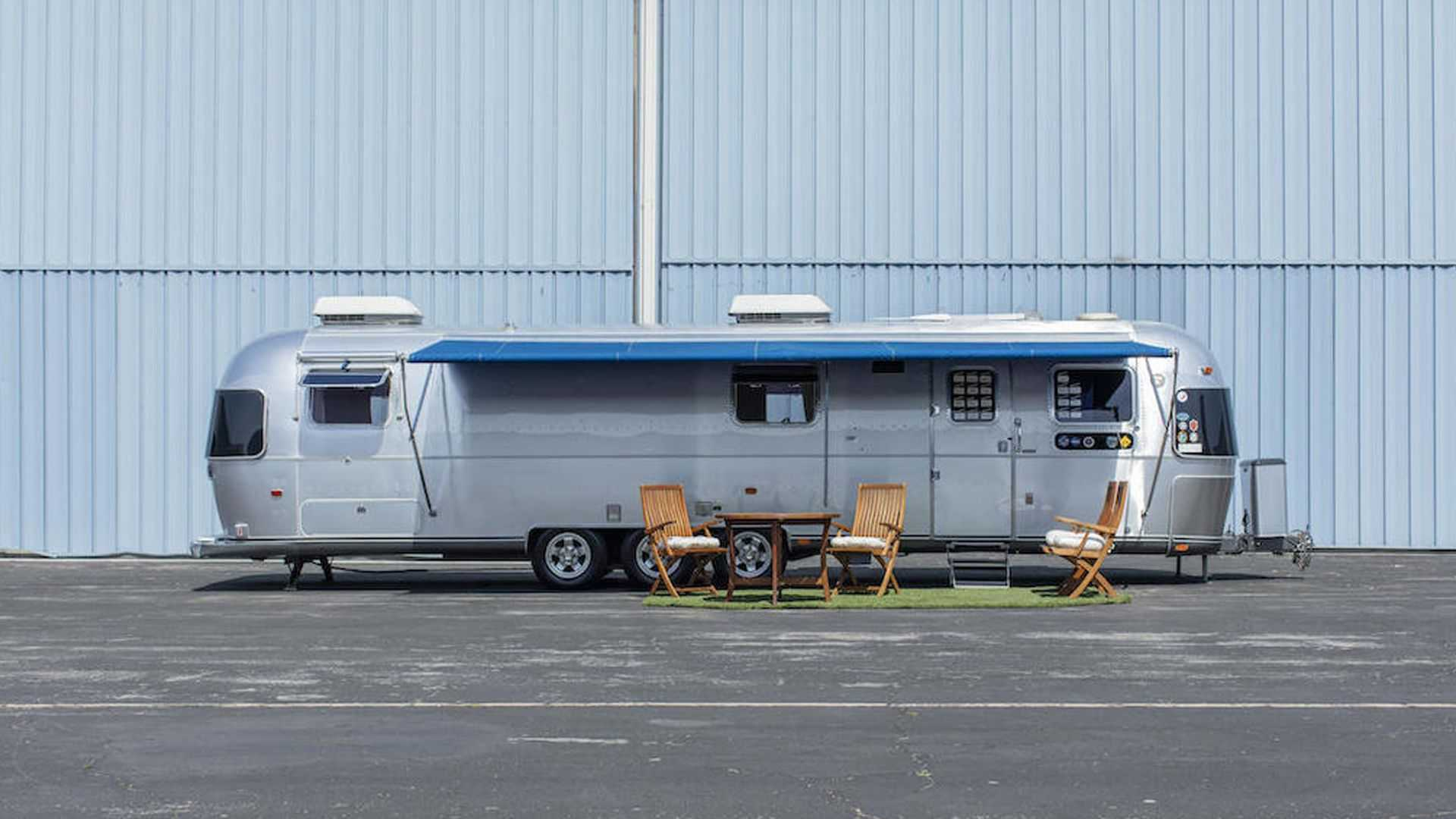 Tom-Hanks-Airstream-trailer-for-sale-2