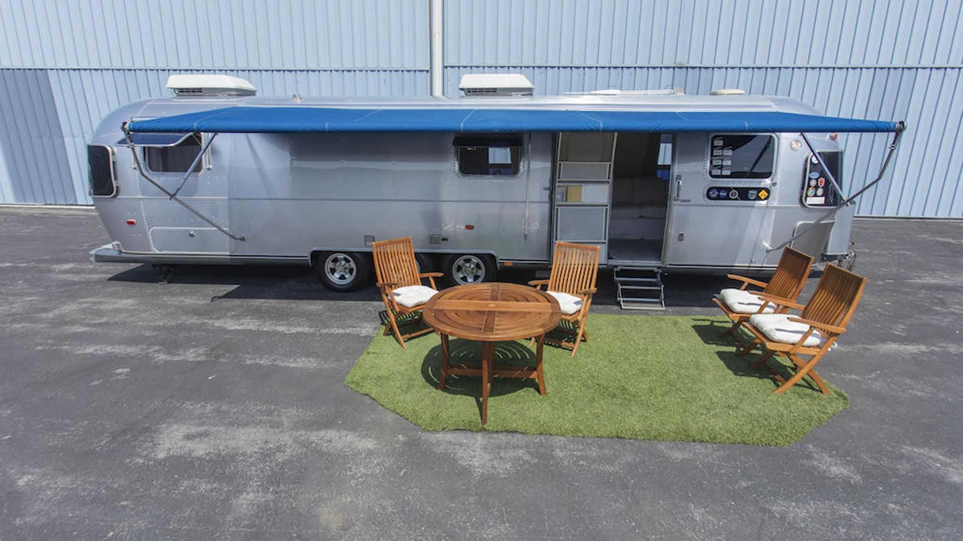 Tom-Hanks-Airstream-trailer-for-sale-3