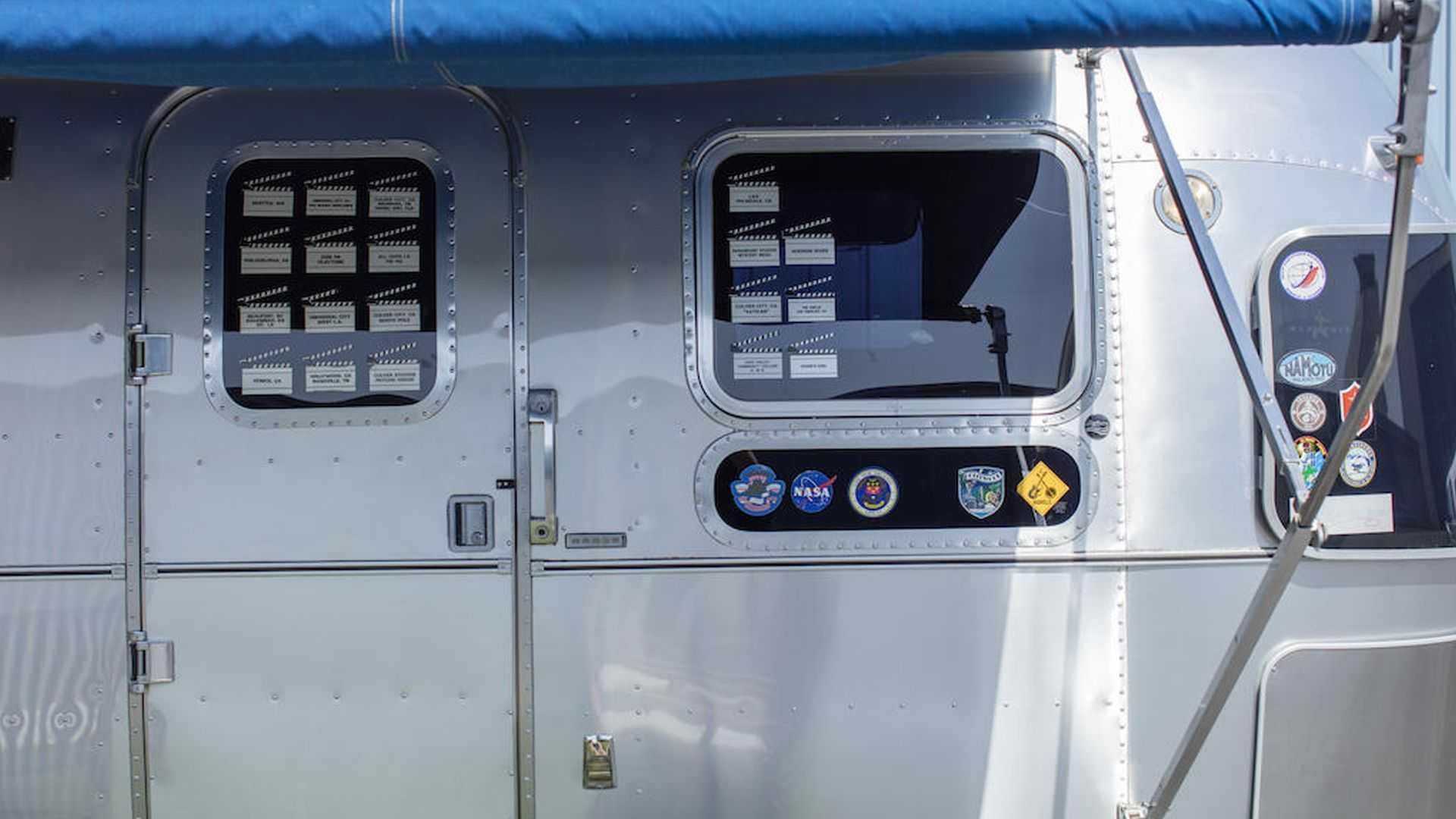 Tom-Hanks-Airstream-trailer-for-sale-9
