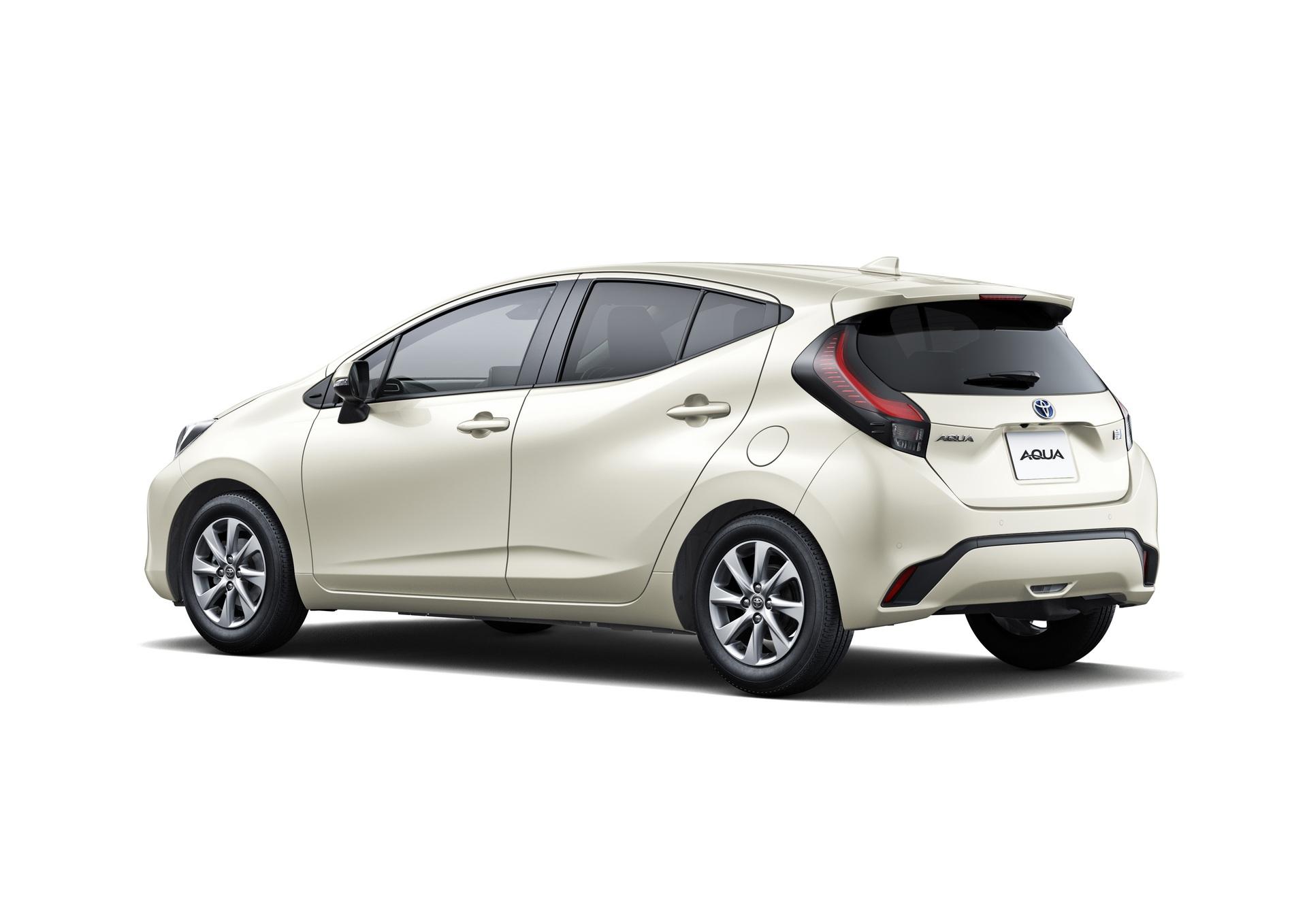 2022-Toyota-Aqua-2