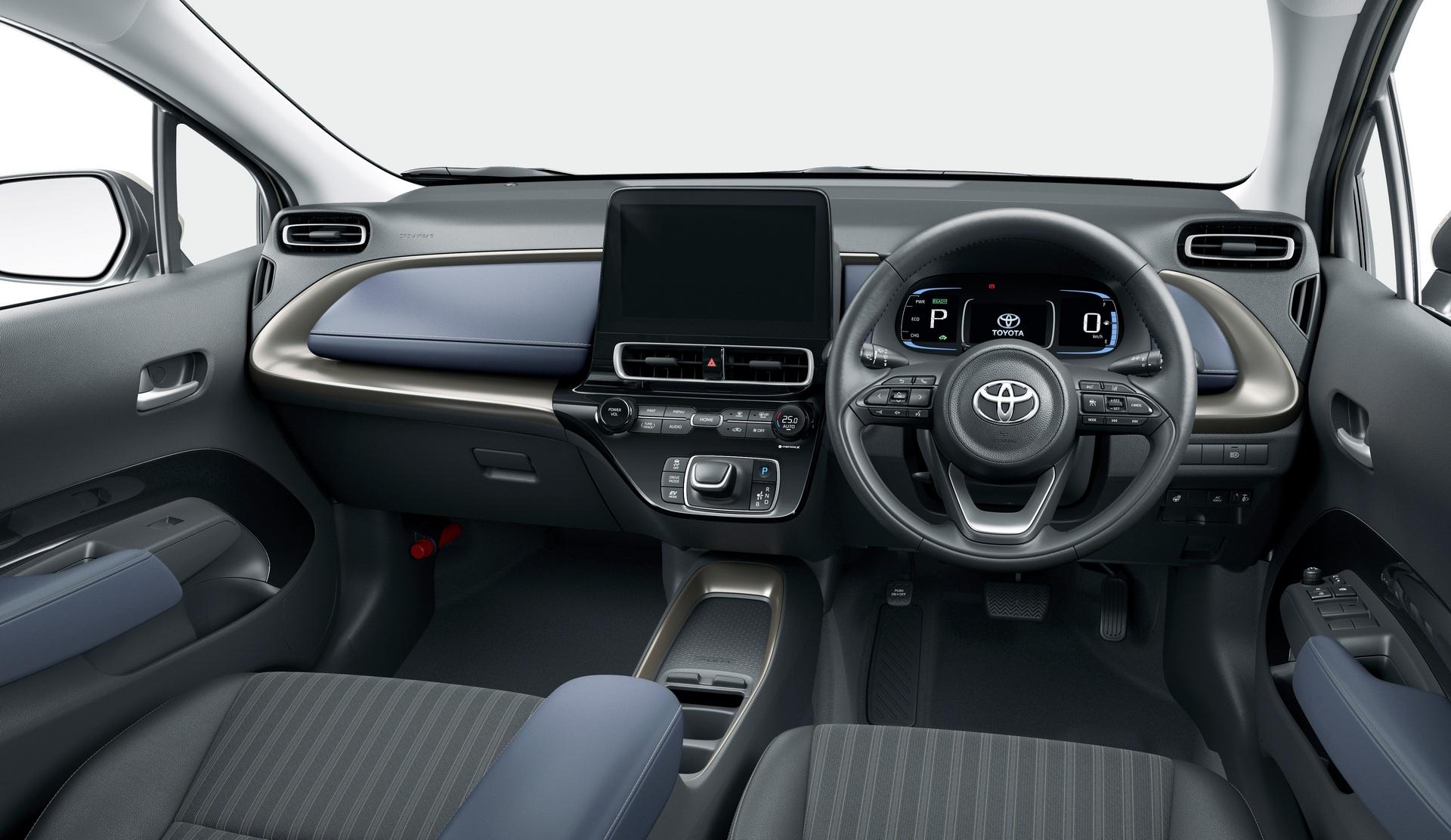 2022-Toyota-Aqua-6