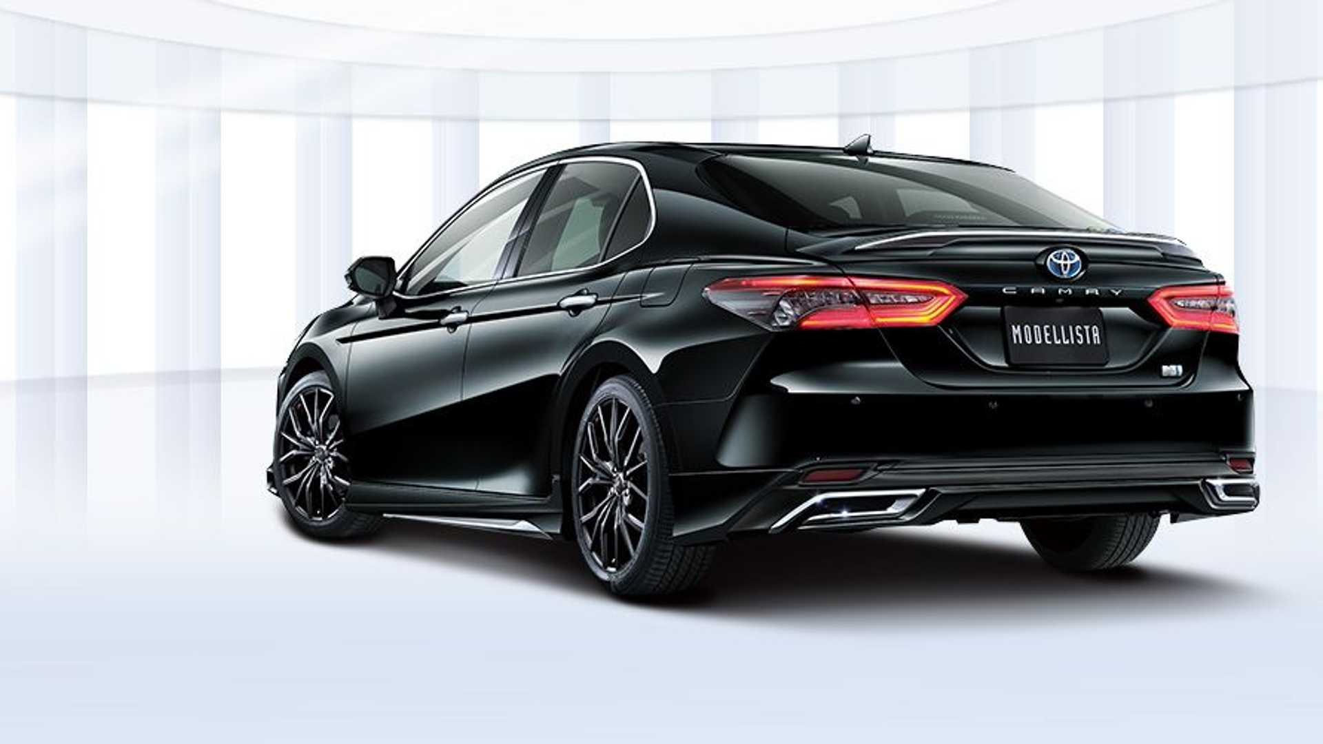 toyota-camry-modellista-black-rear-three-quarters