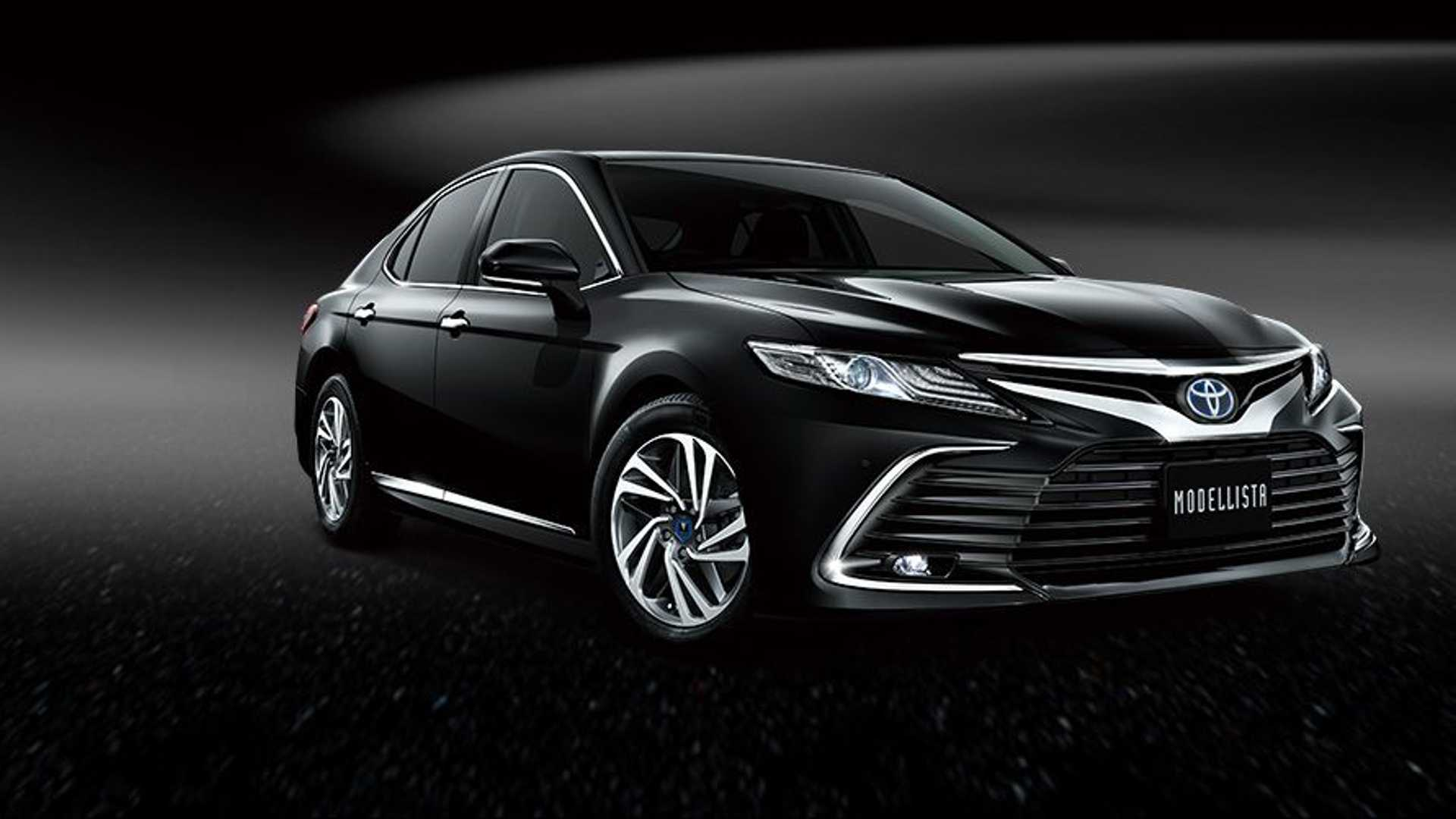 toyota-camry-modellista-black-three-quarters-nose