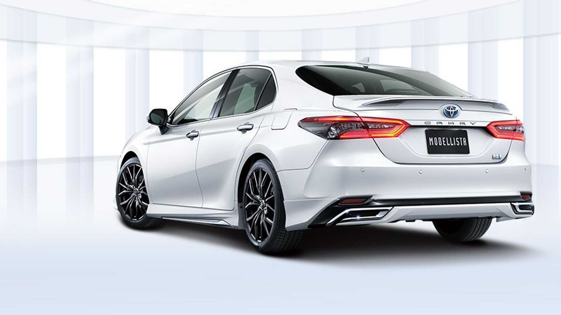 toyota-camry-modellista-rear-three-quarters
