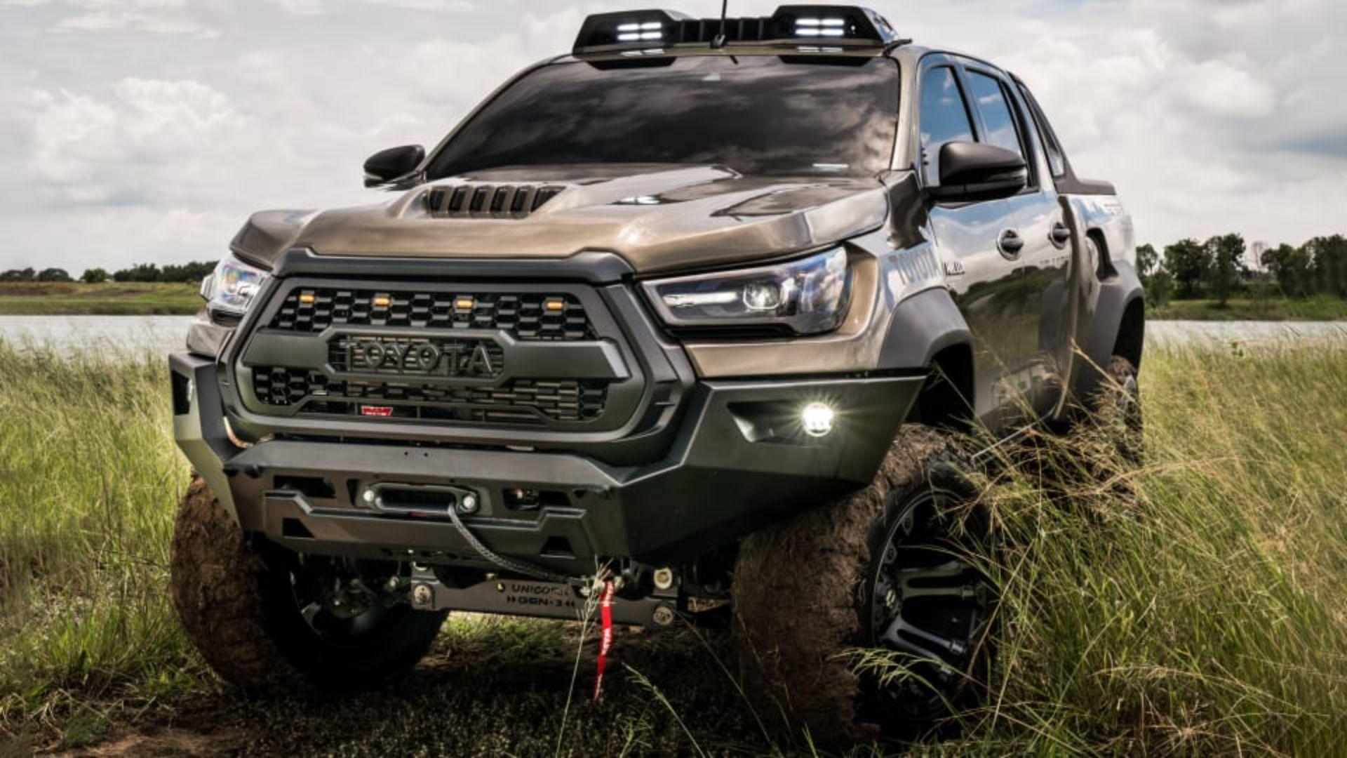 Toyota-Hilux-Pathfinder-by-RAD-1