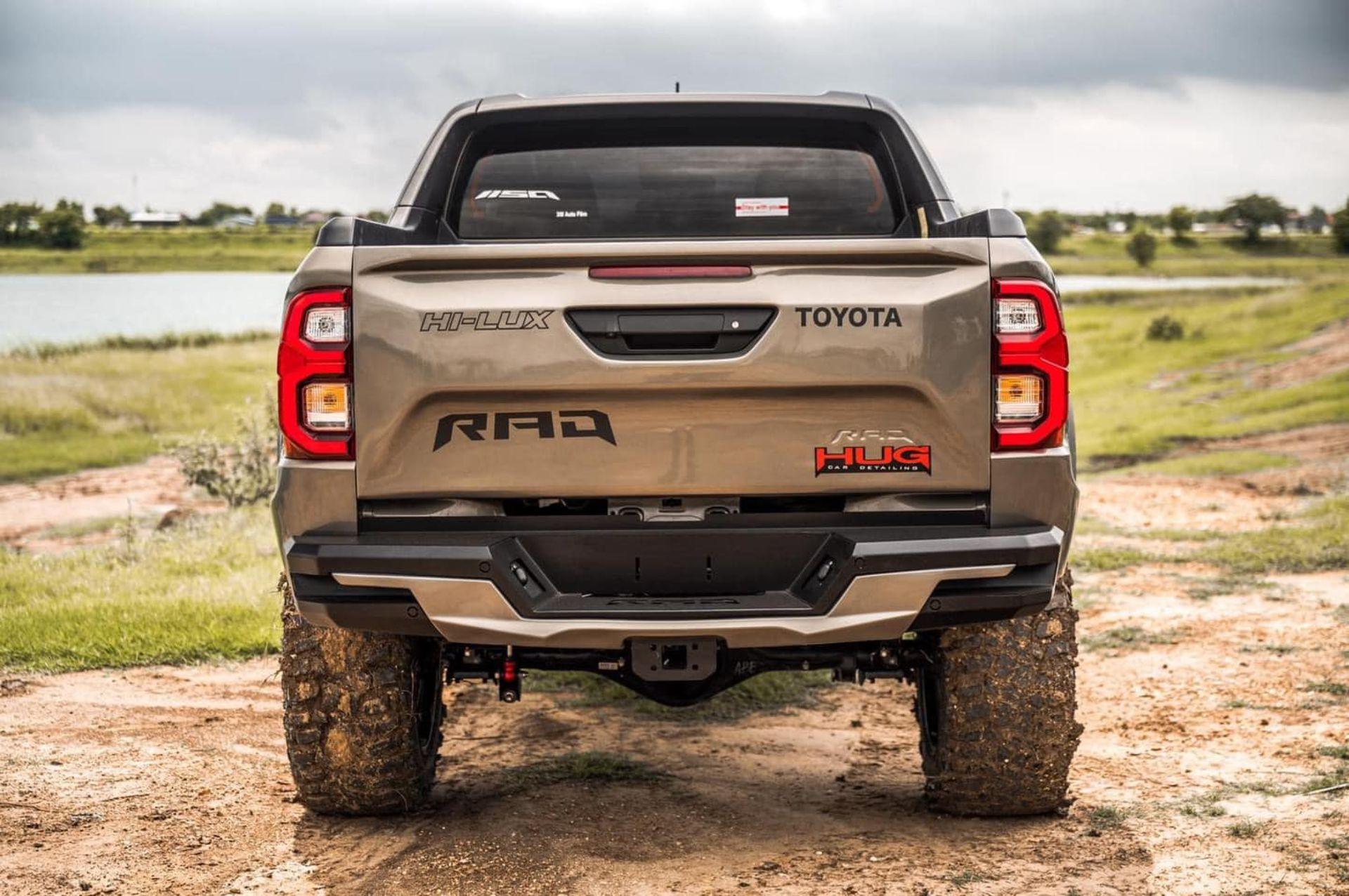 Toyota-Hilux-Pathfinder-by-RAD-10