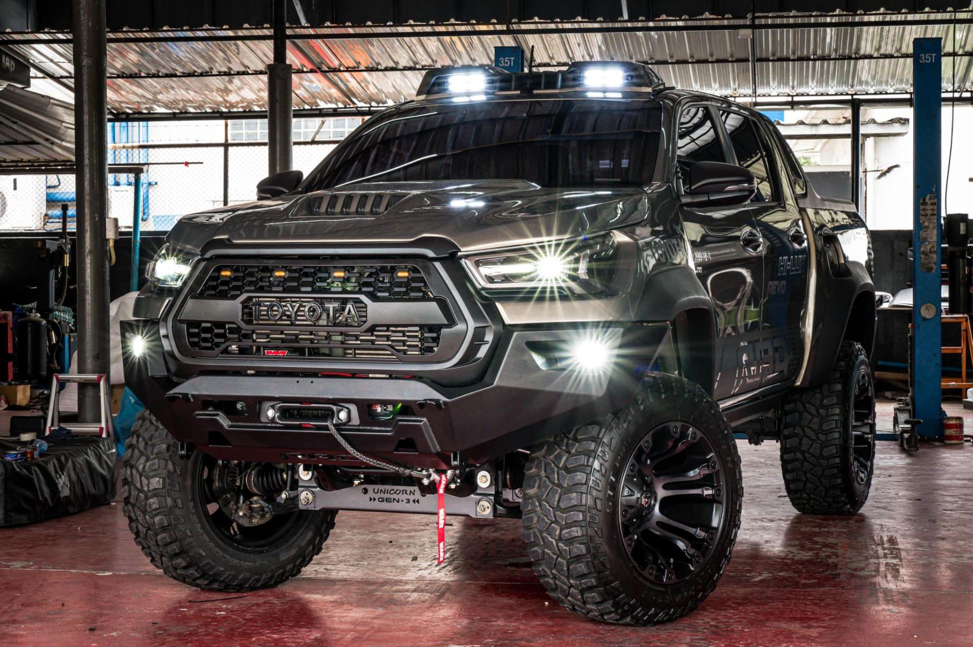 Toyota-Hilux-Pathfinder-by-RAD-13