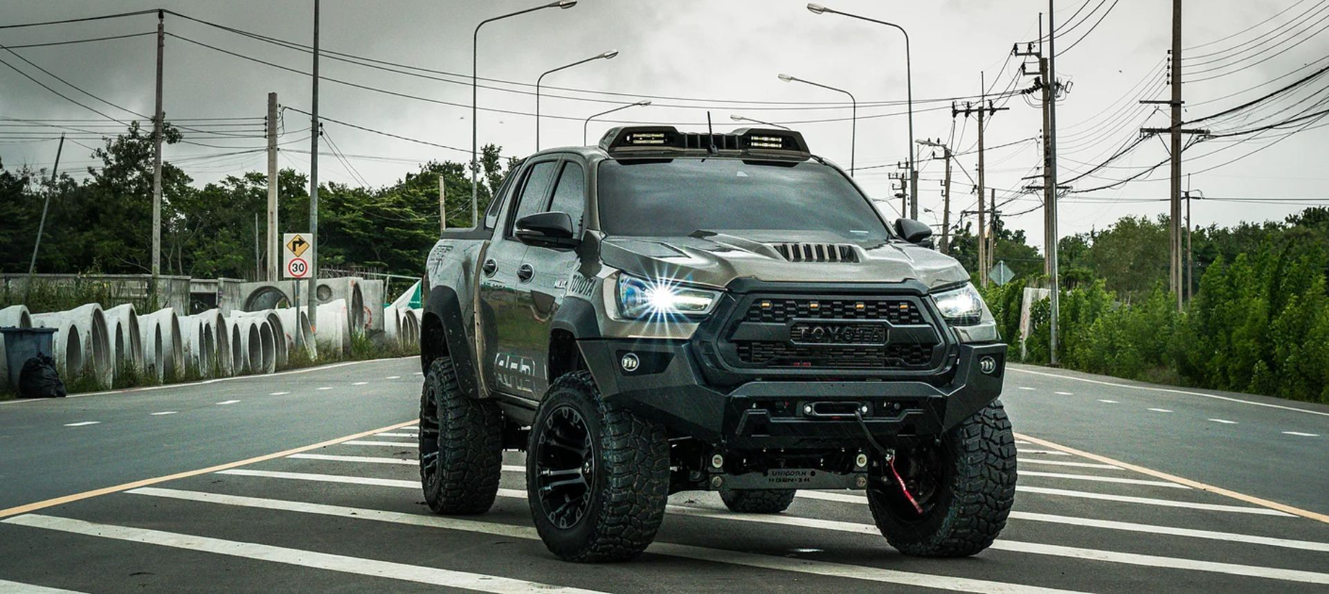 Toyota-Hilux-Pathfinder-by-RAD-16
