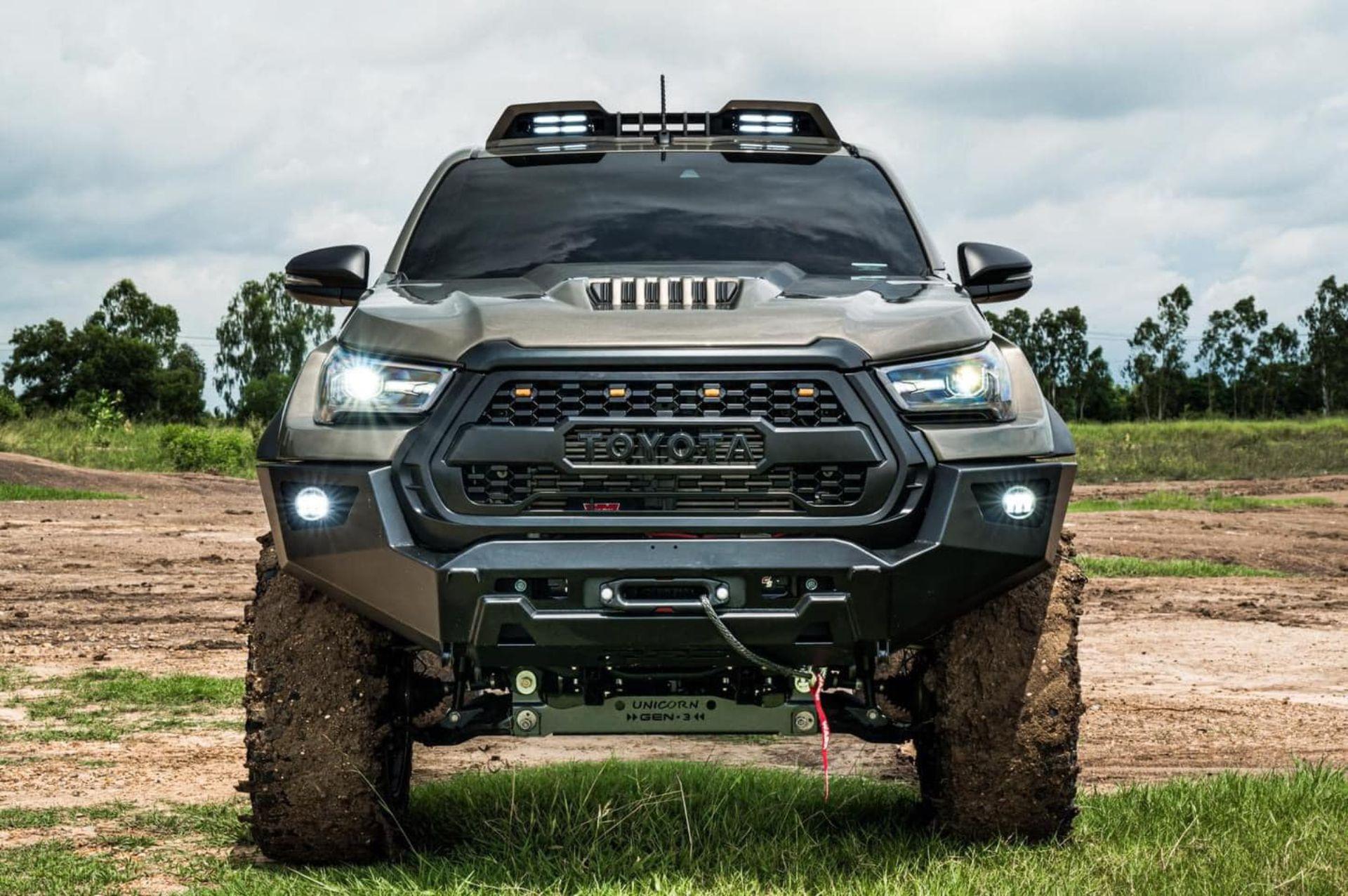 Toyota-Hilux-Pathfinder-by-RAD-2