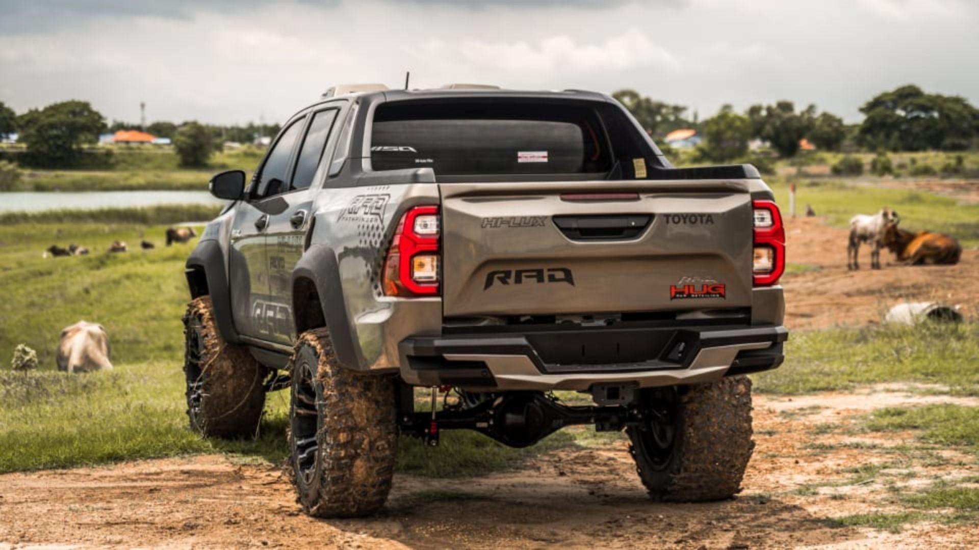 Toyota-Hilux-Pathfinder-by-RAD-8