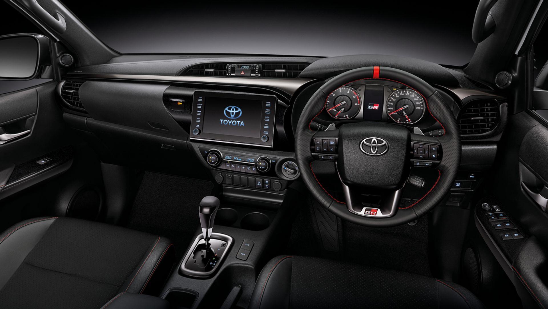 Toyota-Hilux-Revo-GR-Sport-35