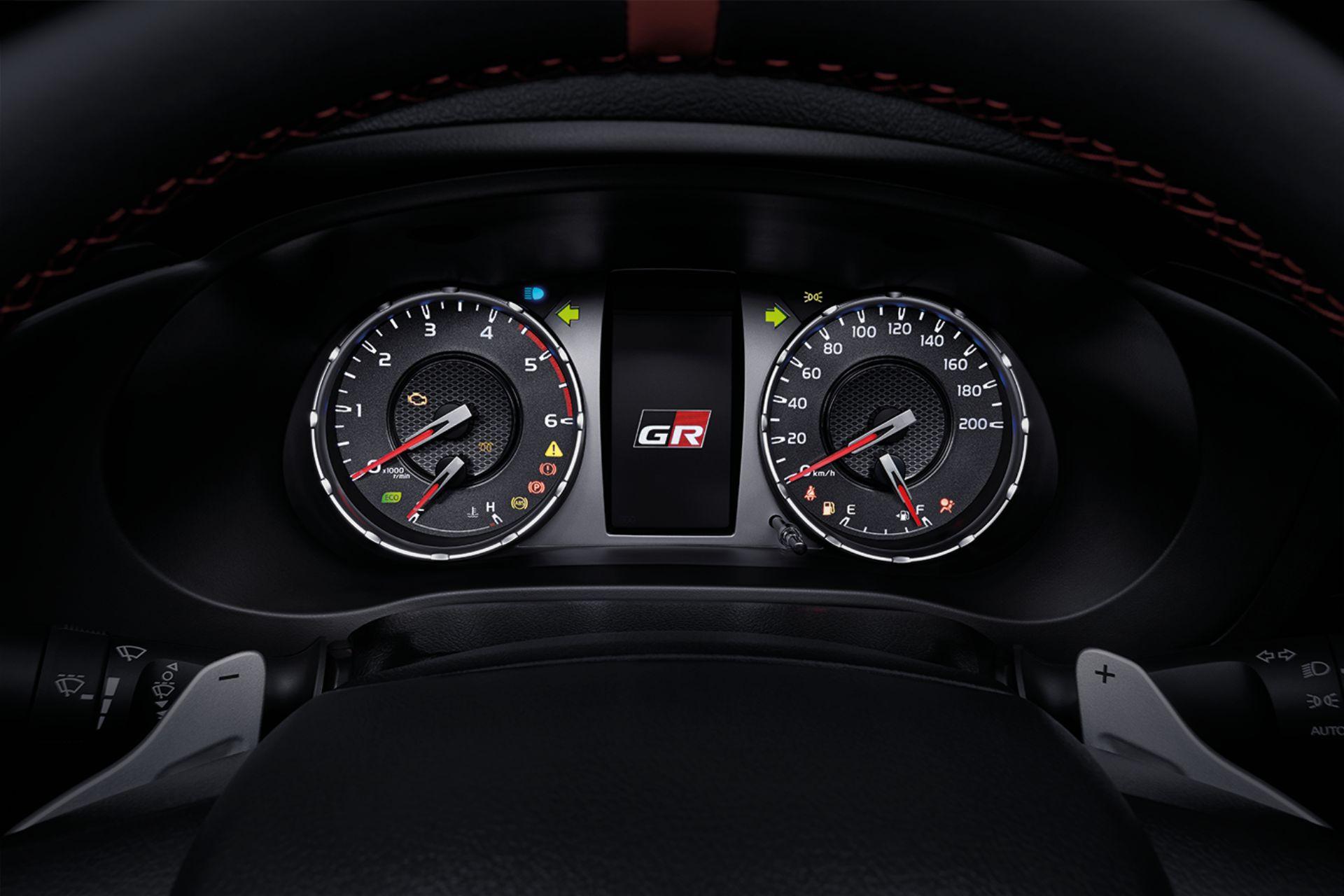 Toyota-Hilux-Revo-GR-Sport-36