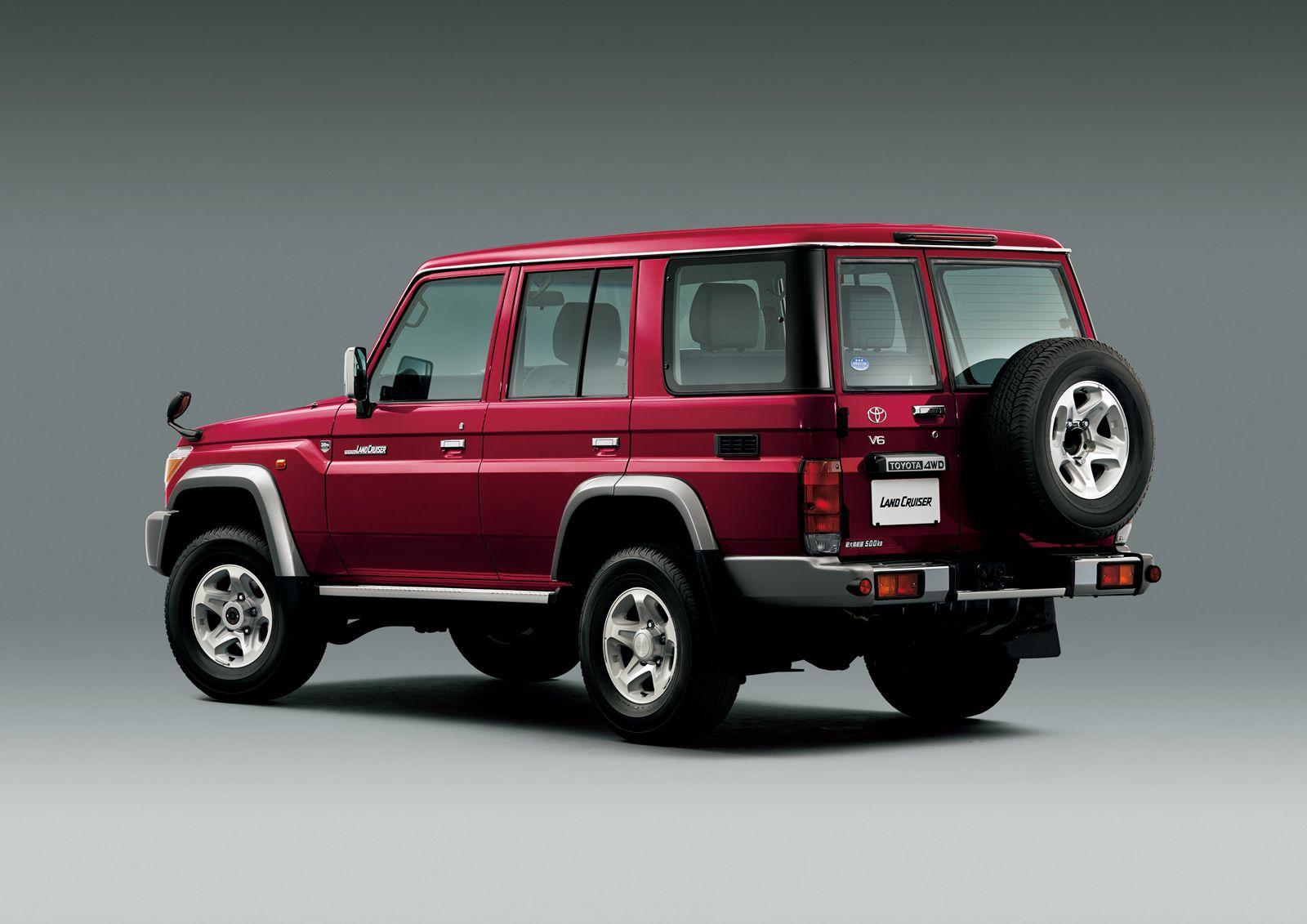 Toyota-Land-Cruiser-70-Series-22