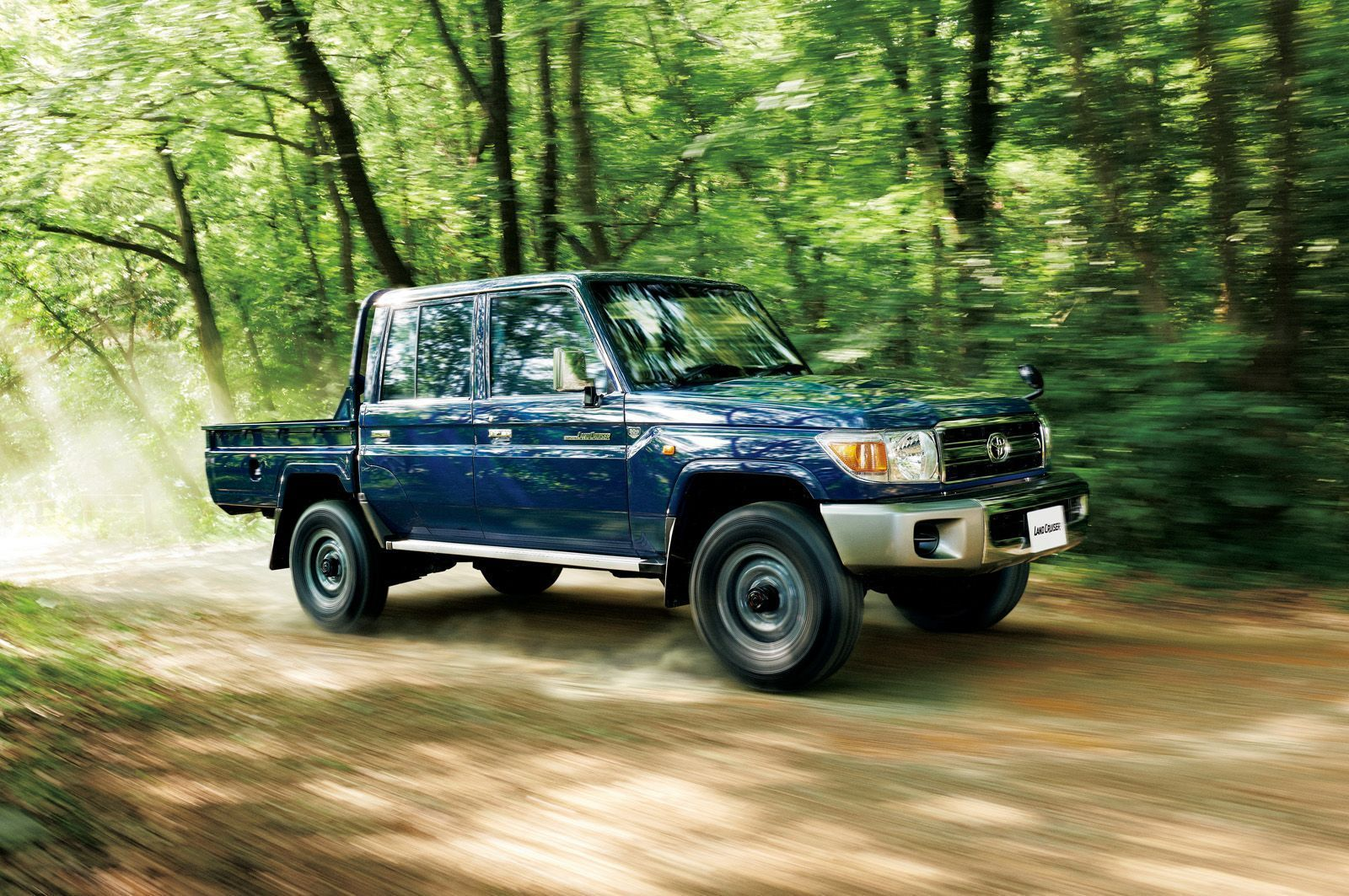Toyota-Land-Cruiser-70-Series-6