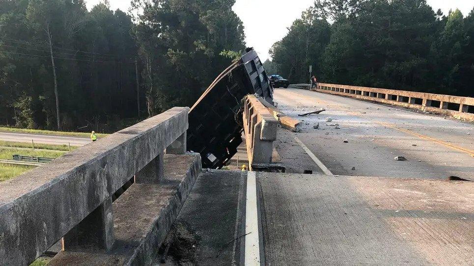 truck-bridge-crash-4