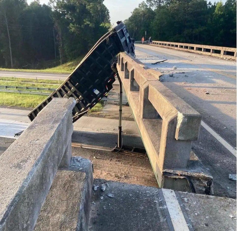 truck-bridge-crash-5