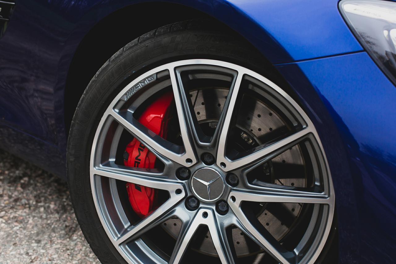 Valtteri-Bottas-Mercedes-AMG-GT-S-11
