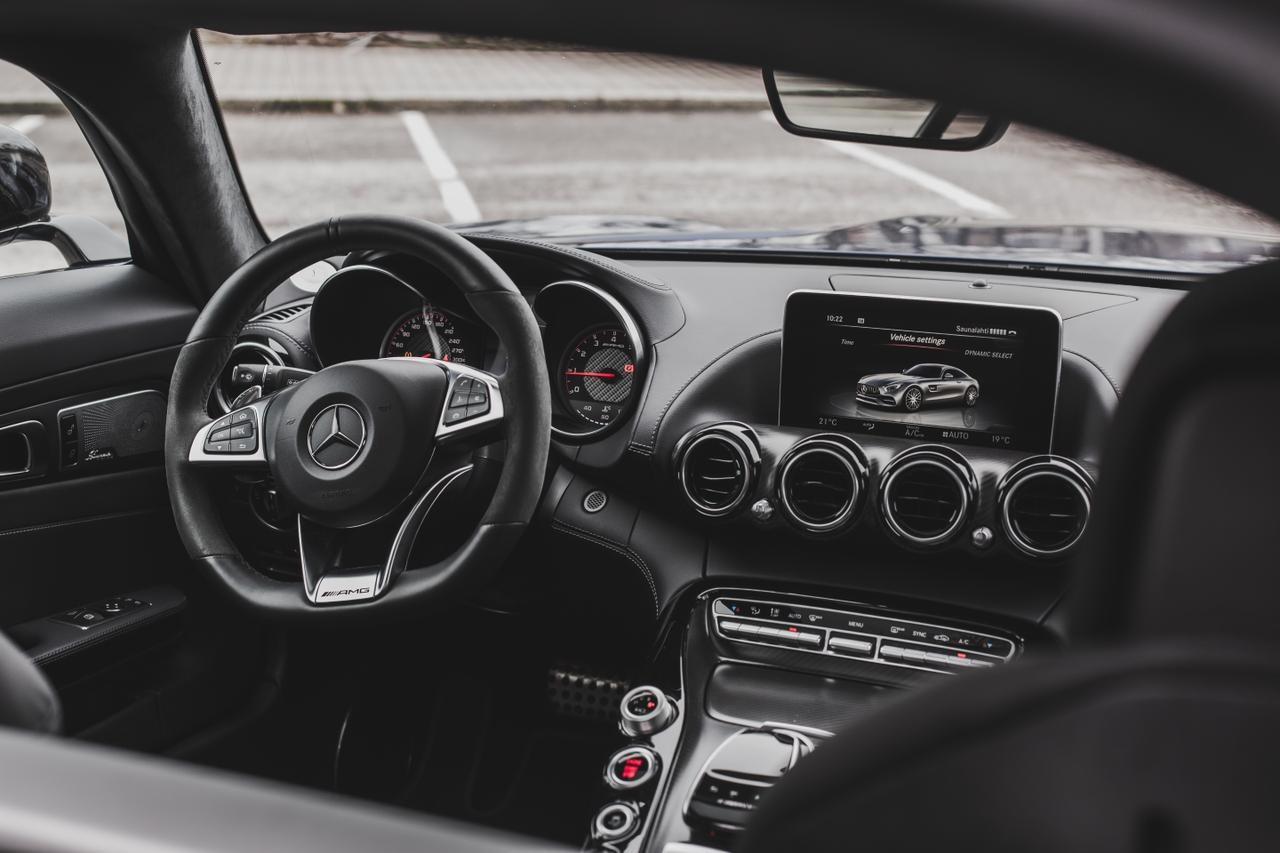 Valtteri-Bottas-Mercedes-AMG-GT-S-12