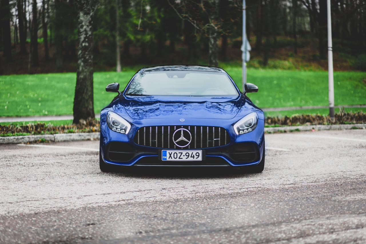 Valtteri-Bottas-Mercedes-AMG-GT-S-4