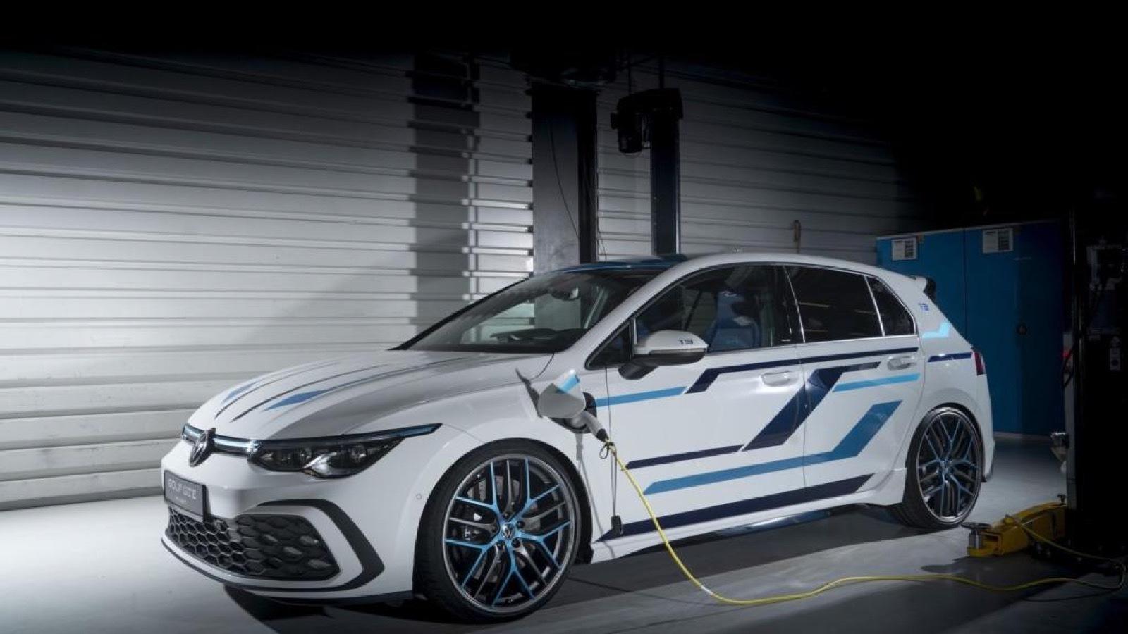 Volkswagen_Golf_GTE_Skylight-0000