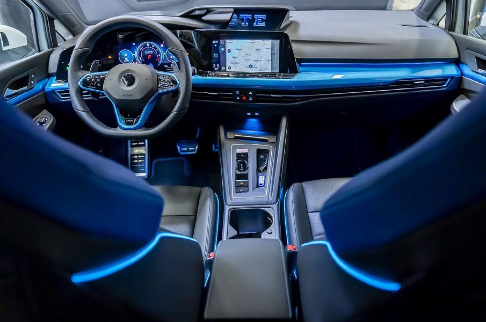 Volkswagen_Golf_GTE_Skylight-0001