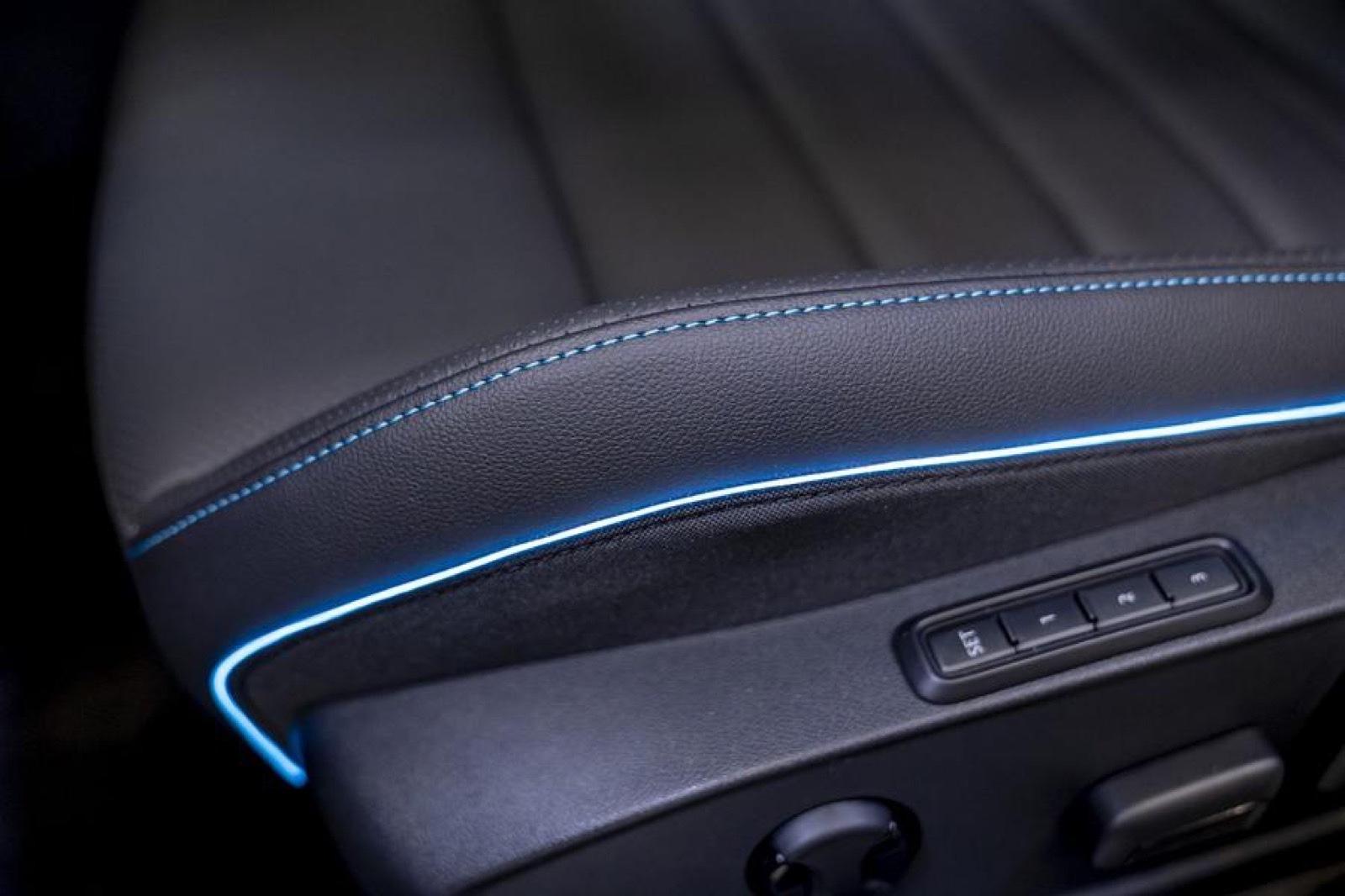 Volkswagen_Golf_GTE_Skylight-0002