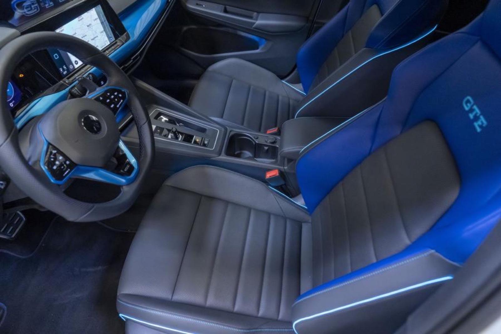 Volkswagen_Golf_GTE_Skylight-0006