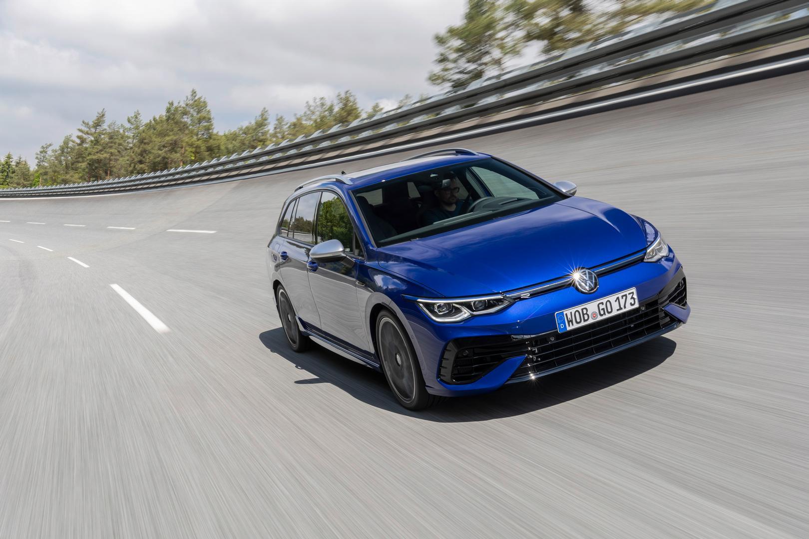 Volkswagen-Golf-R-Variant-2022-1