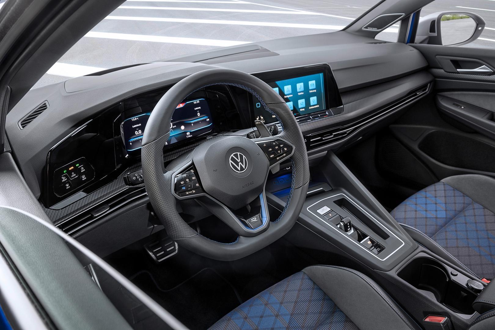 Volkswagen-Golf-R-Variant-2022-4