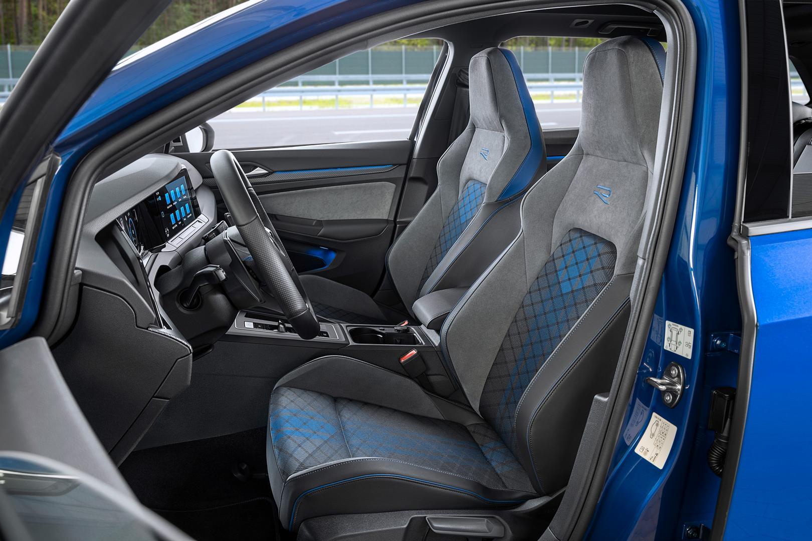 Volkswagen-Golf-R-Variant-2022-6