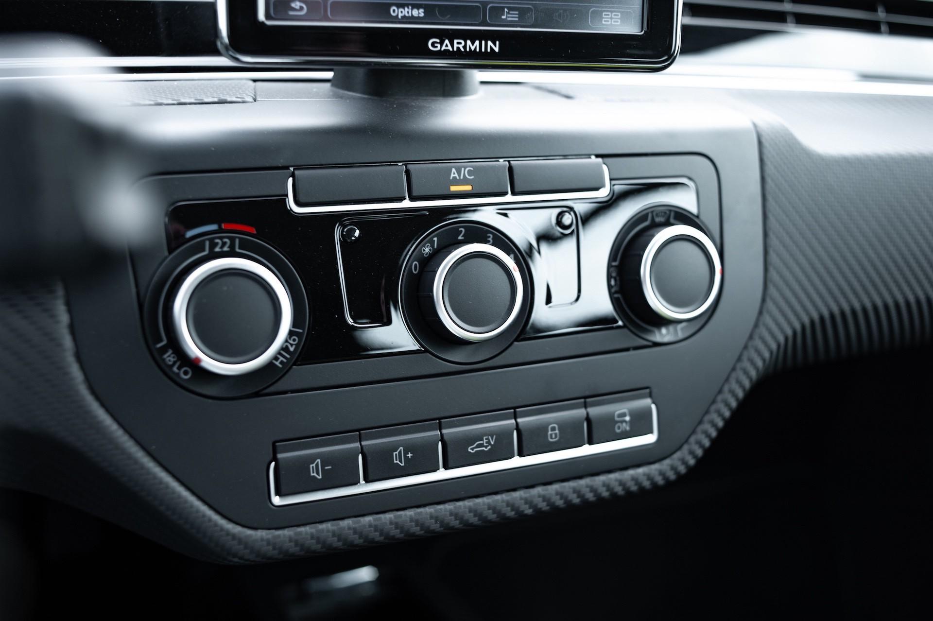 Volkswagen_XL1_sale-0009