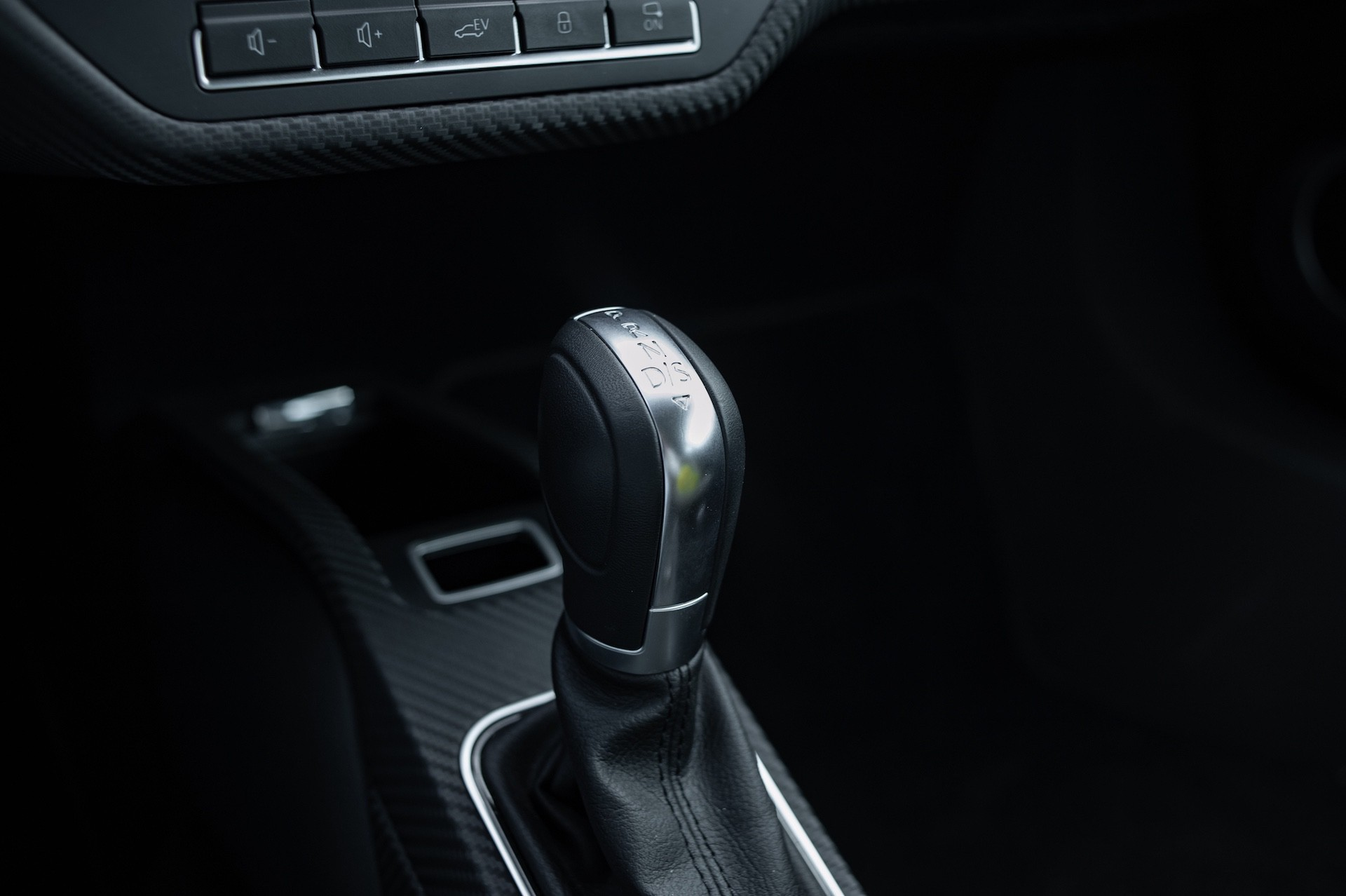 Volkswagen_XL1_sale-0012