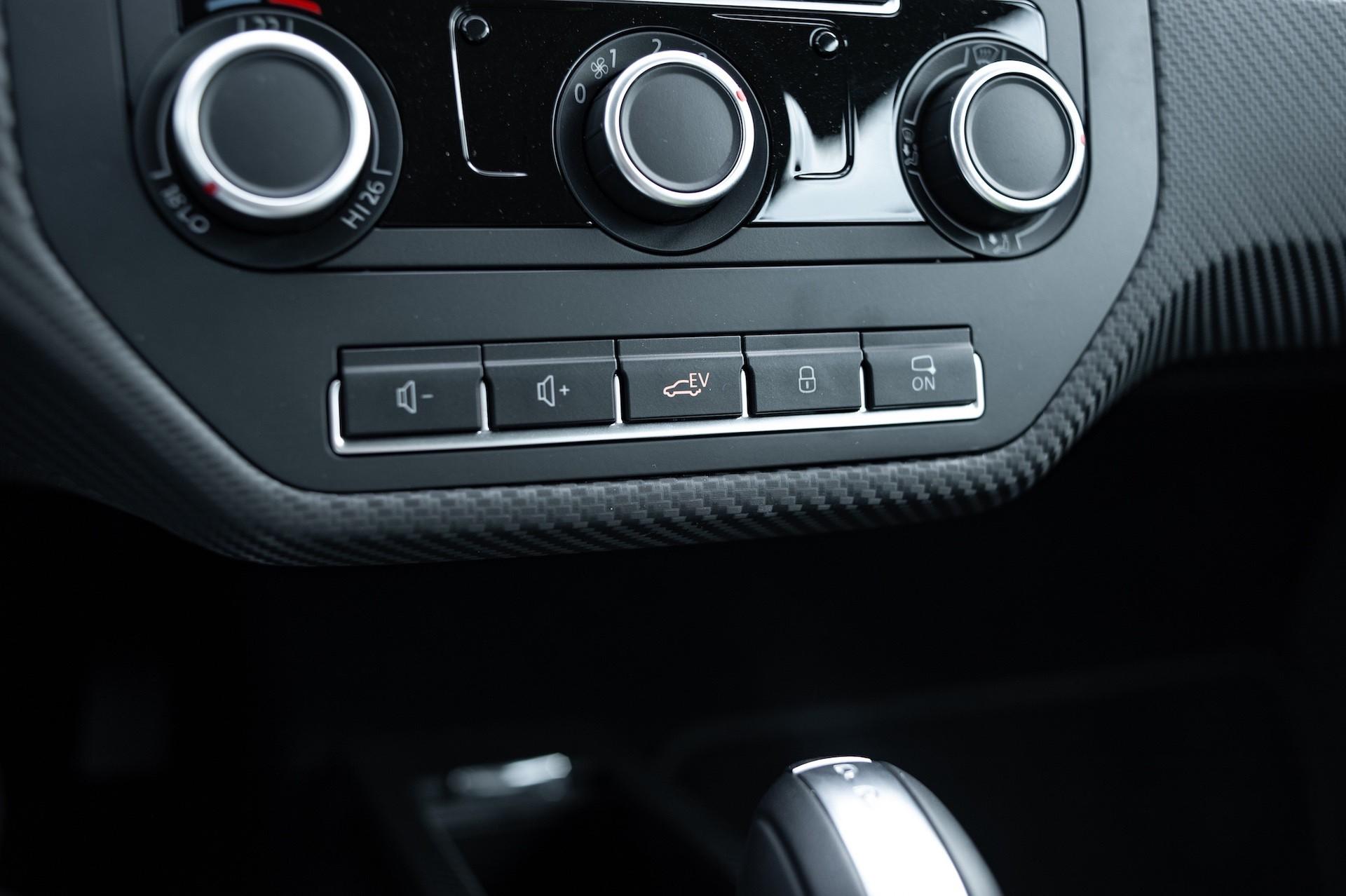 Volkswagen_XL1_sale-0013