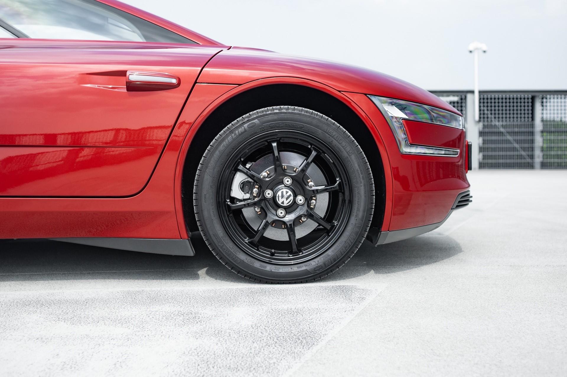 Volkswagen_XL1_sale-0028