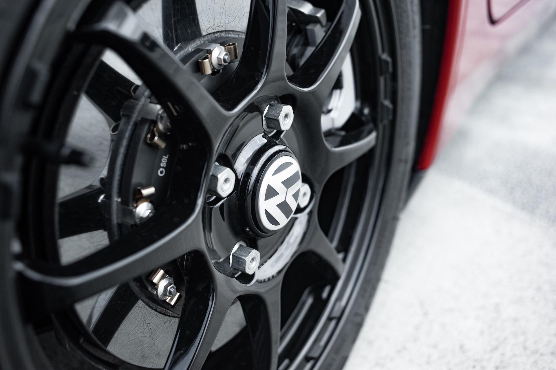 Volkswagen_XL1_sale-0070